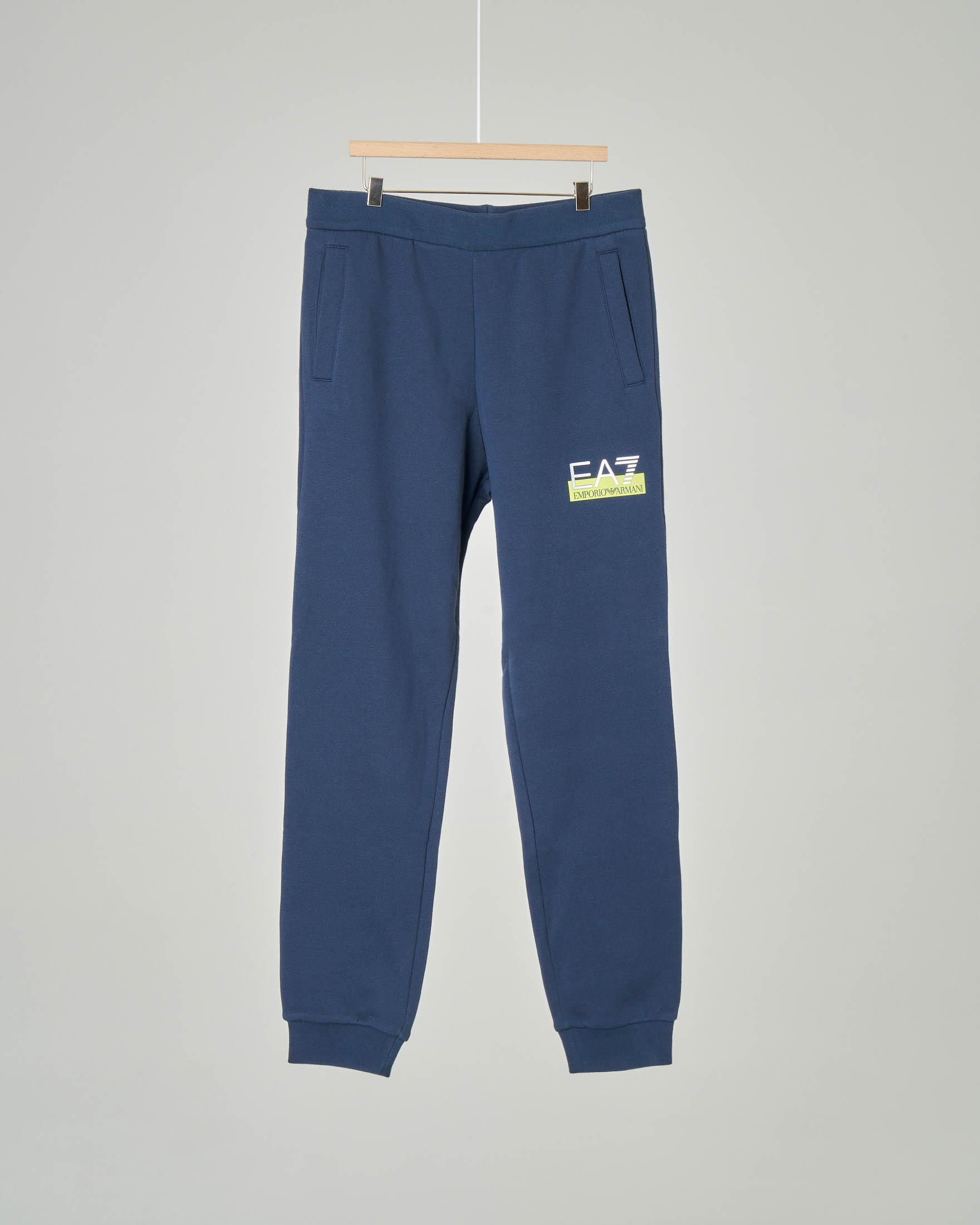Pantalone blu in felpa con taschino sul retro e logo piccolo stampato 8-14 anni