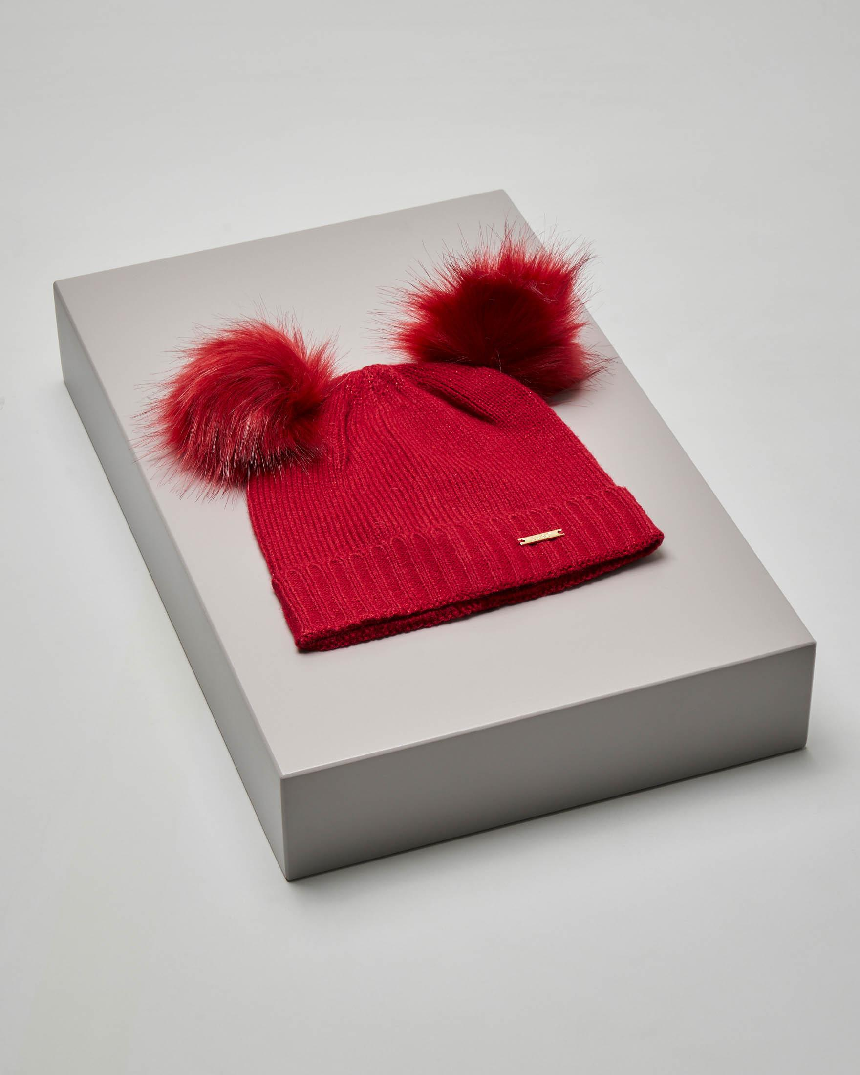 Berretto rosso effetto lurex con pompon