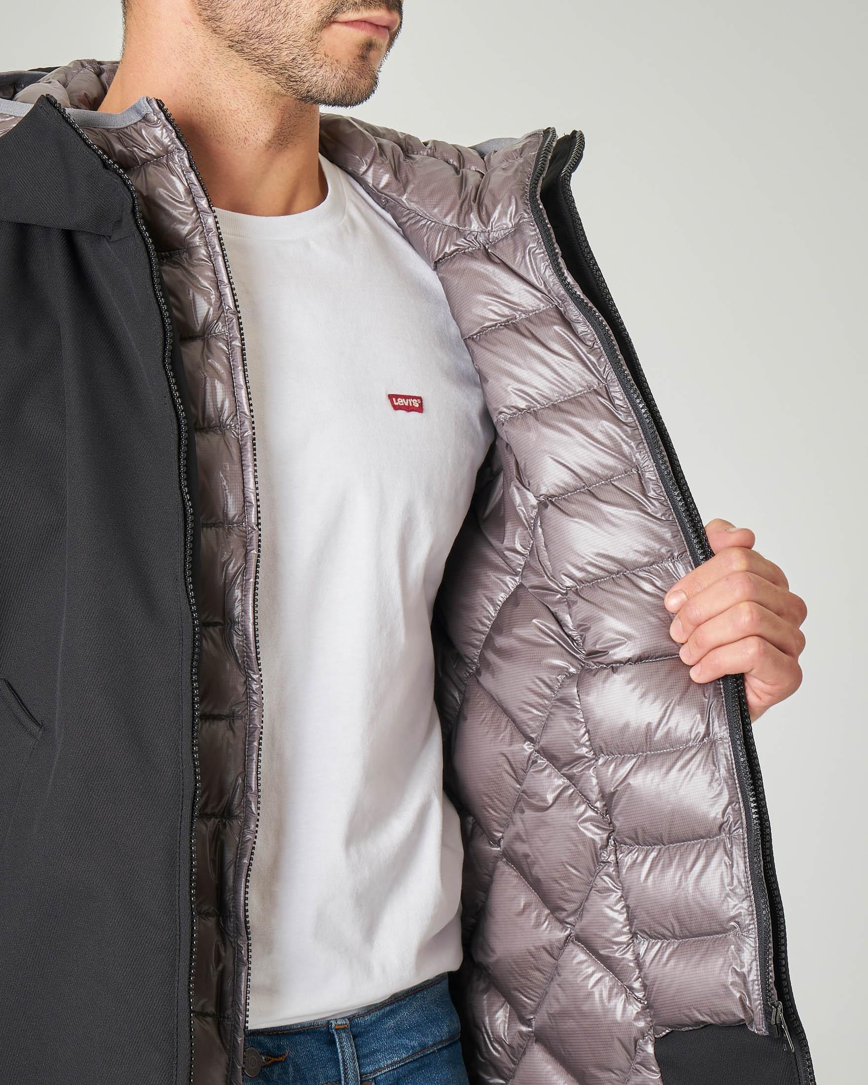 Giacca nera con cappuccio in tessuto a tre strati effetto lana e pettorina in piumino