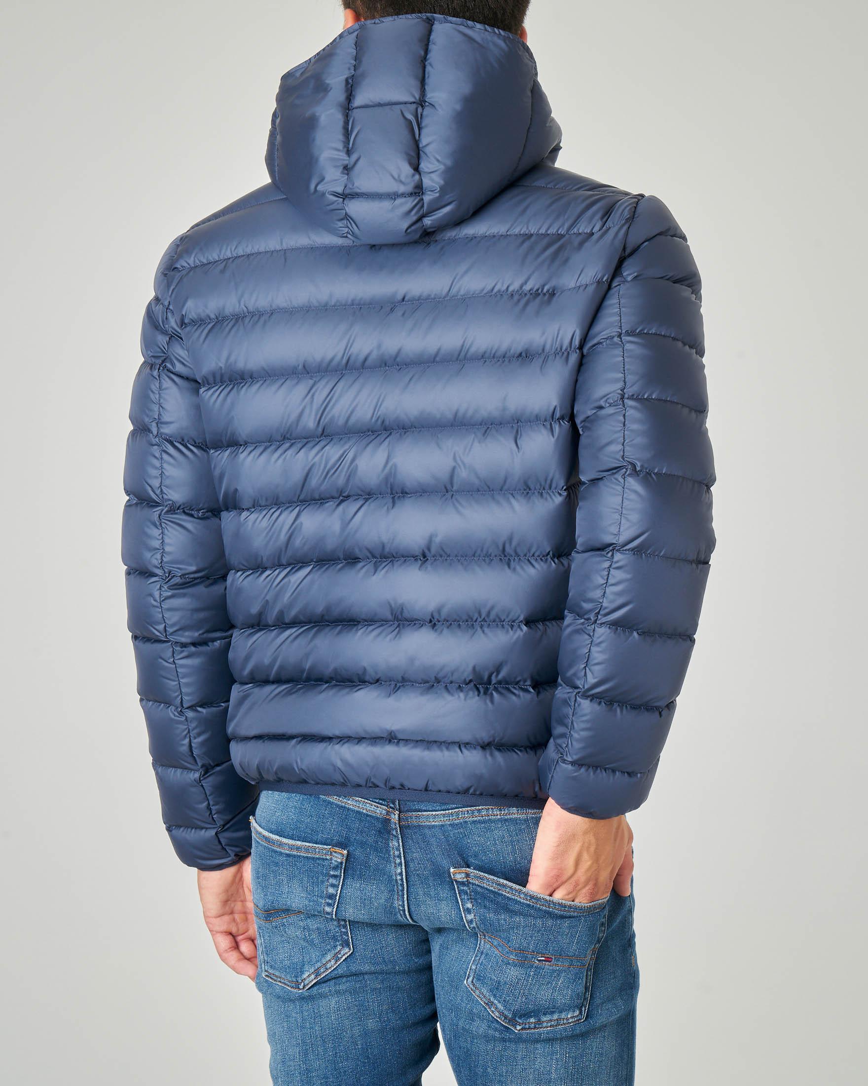 Piumino blu con cappuccio fisso