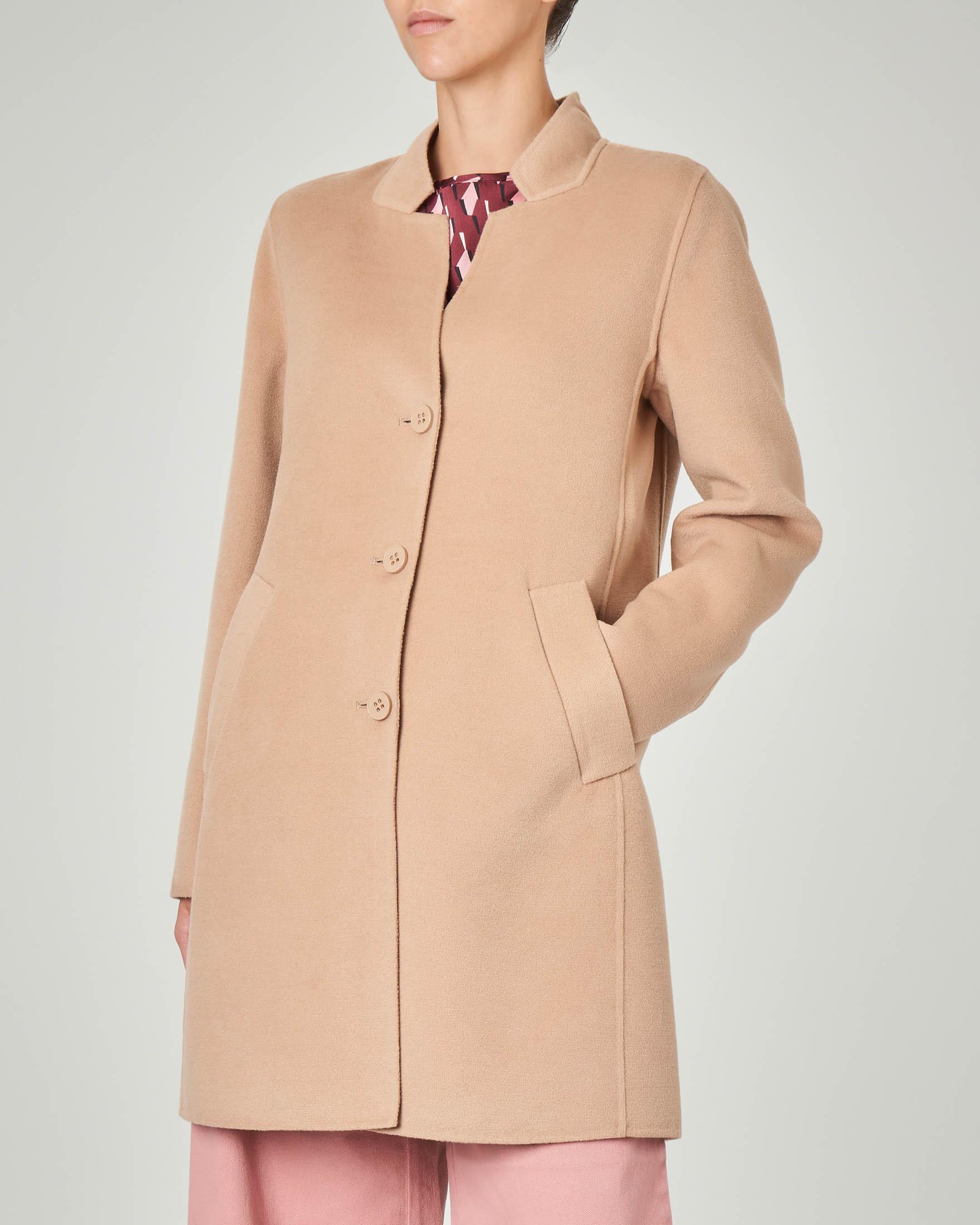 Cappotto in panno color cammello con collo in piedi