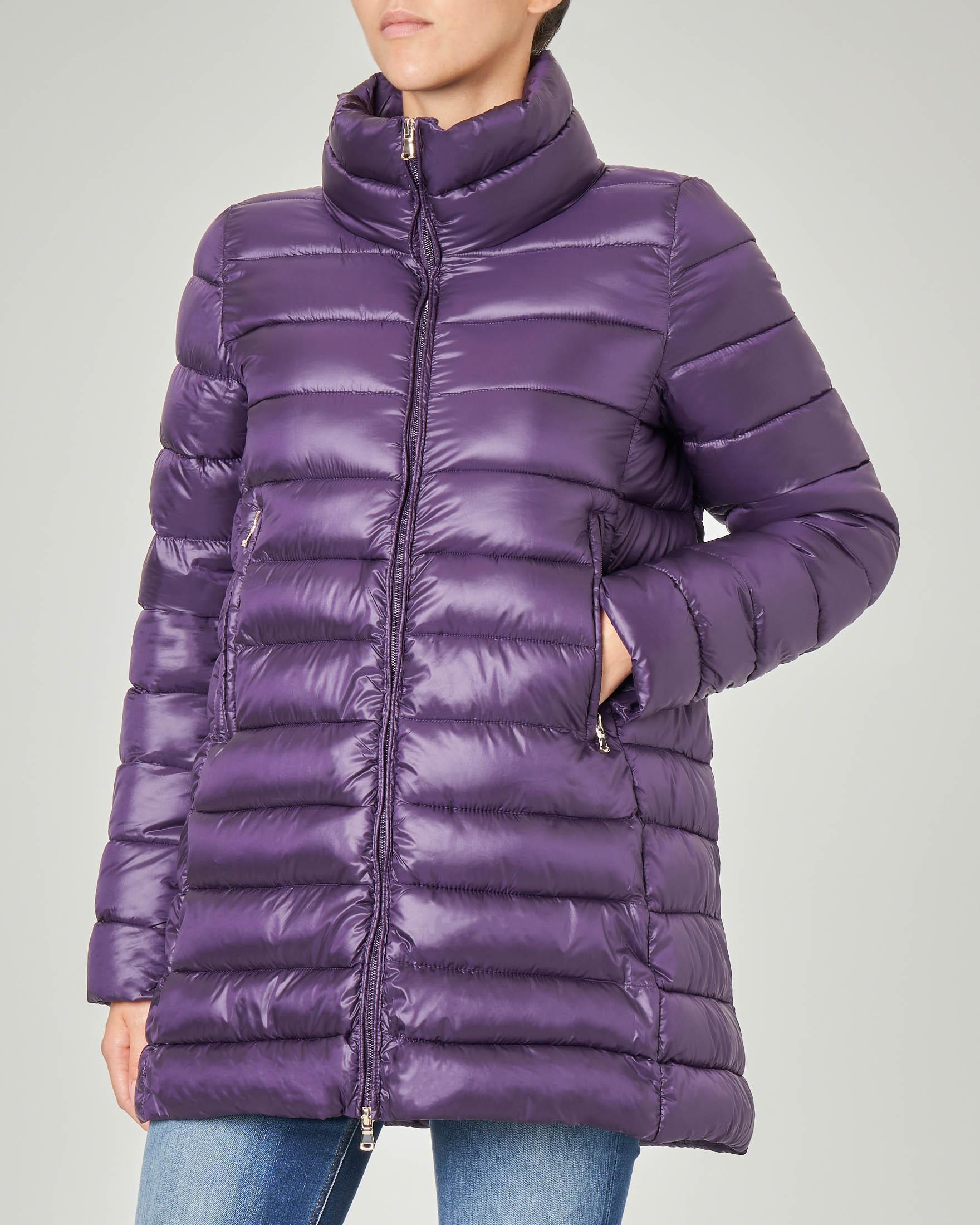 Piumino colore viola linea svasata e collo alto