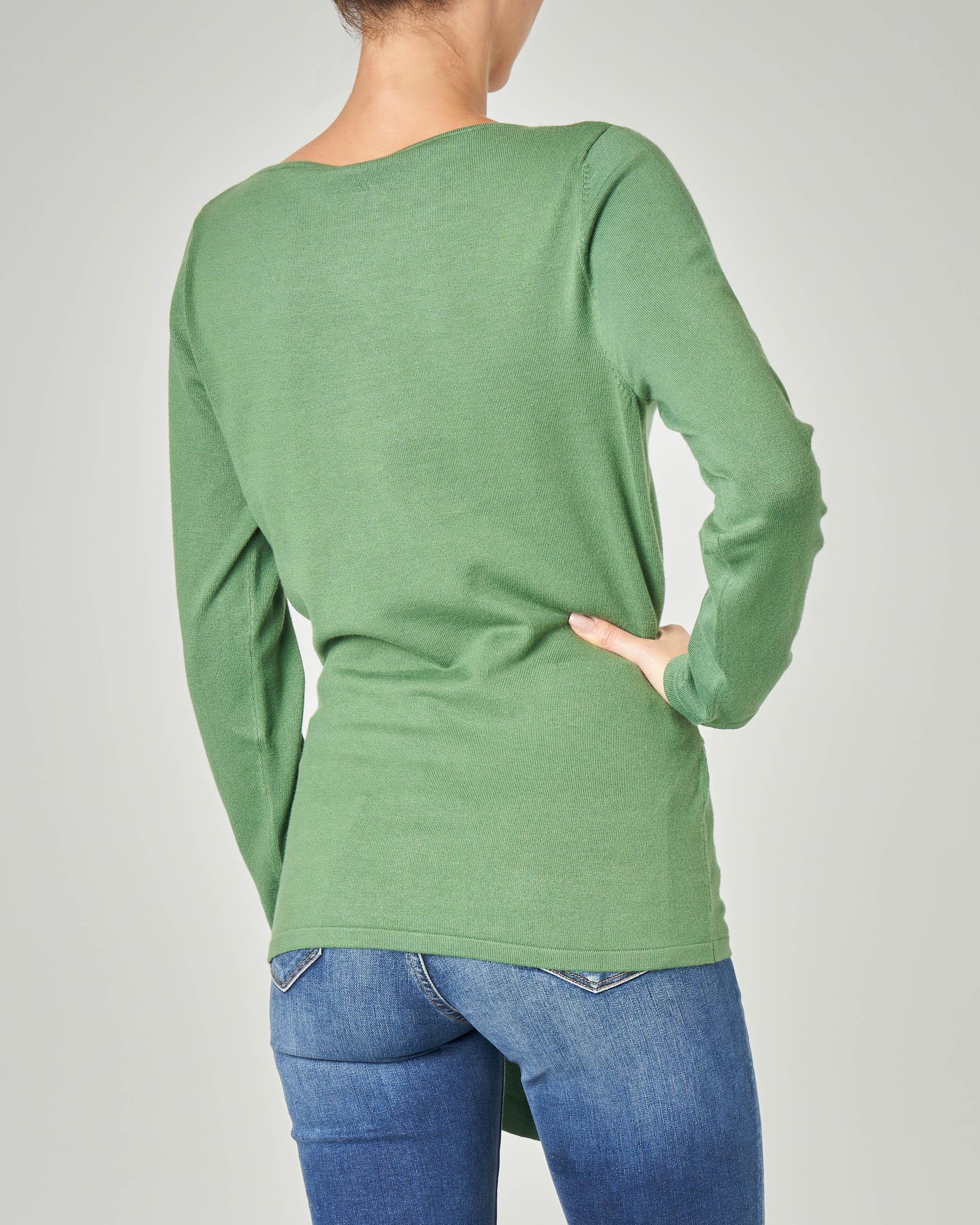 Maglia colore verde brillante in viscosa con cintura in vita abbinata