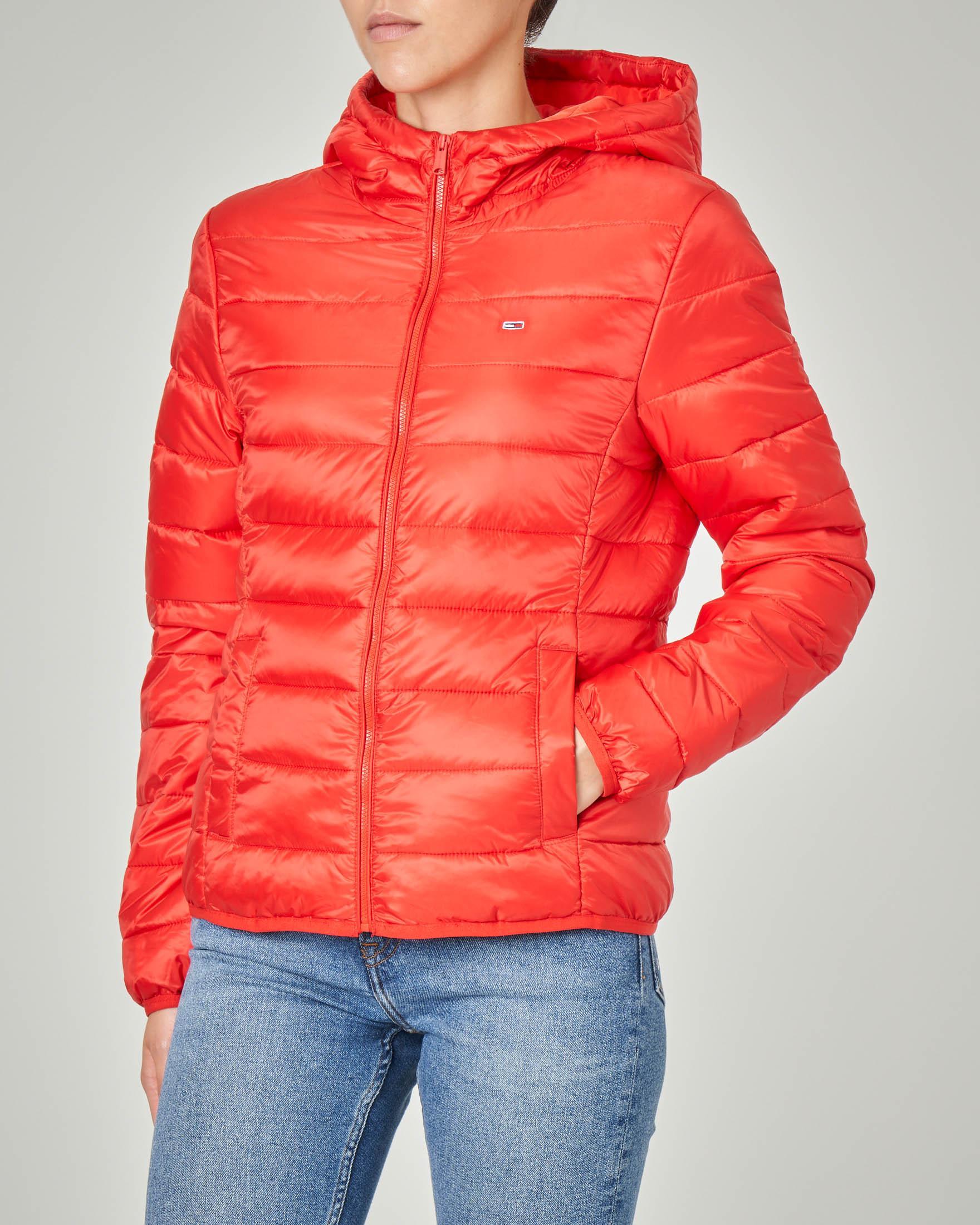Piumino corto rosso con cappuccio linea sfiancata
