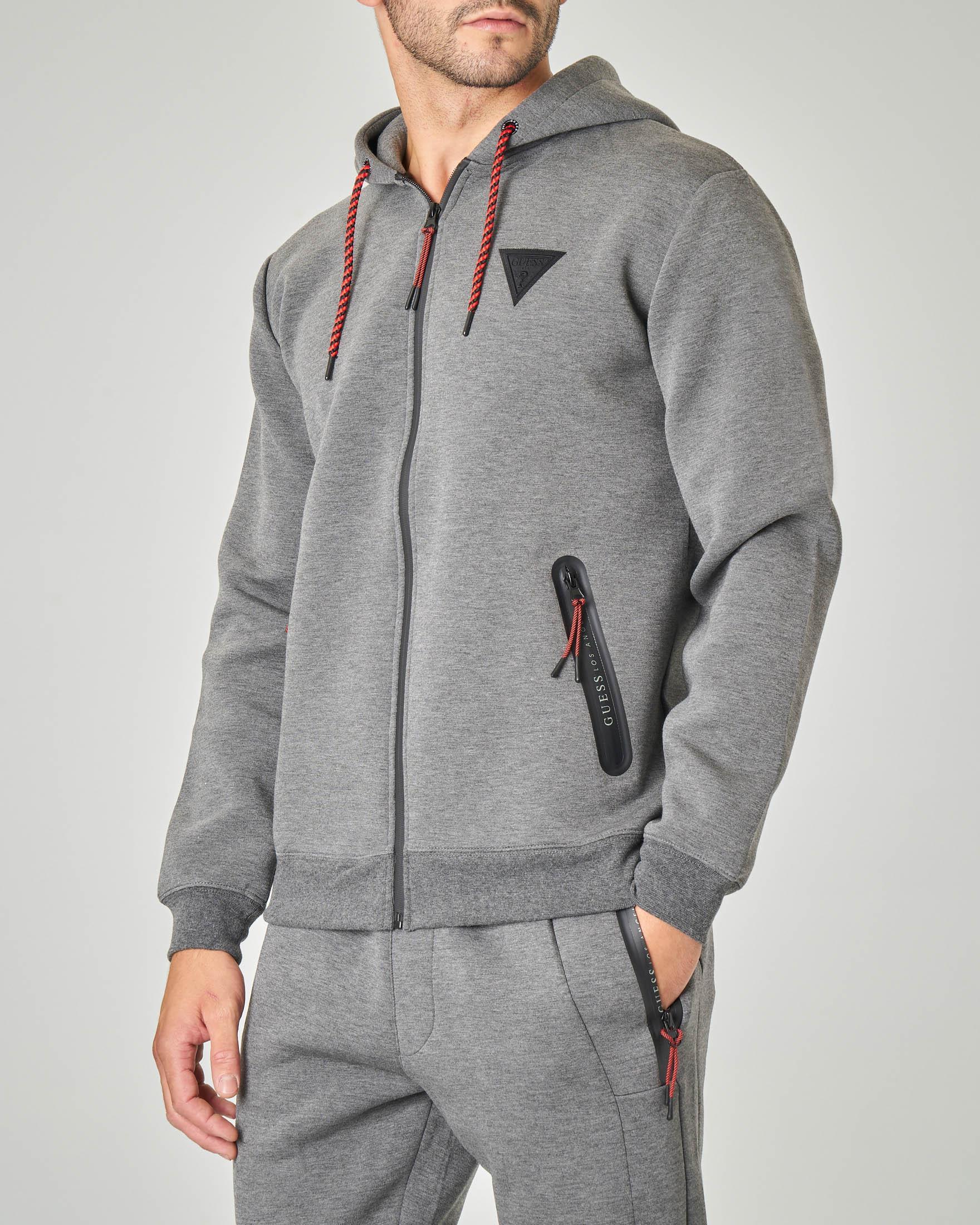 Felpa grigia con cappuccio e chiusura zip termonastrata