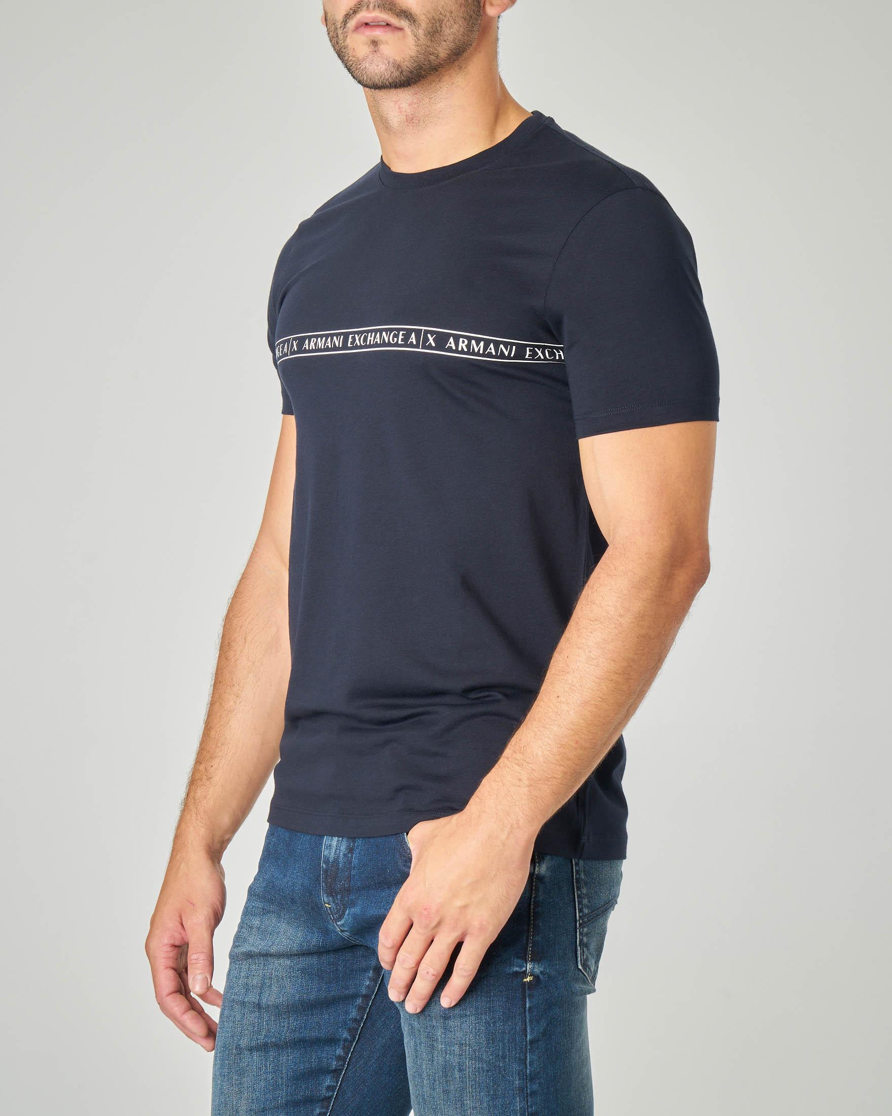 T-shirt mezza manica blu con fascia logata sul petto