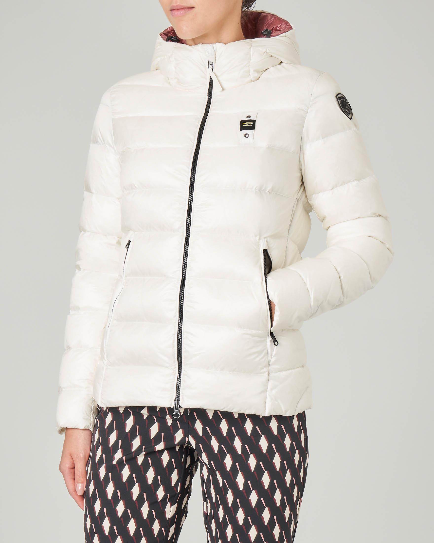 Piumino corto bianco con cappuccio fisso e interno rosa