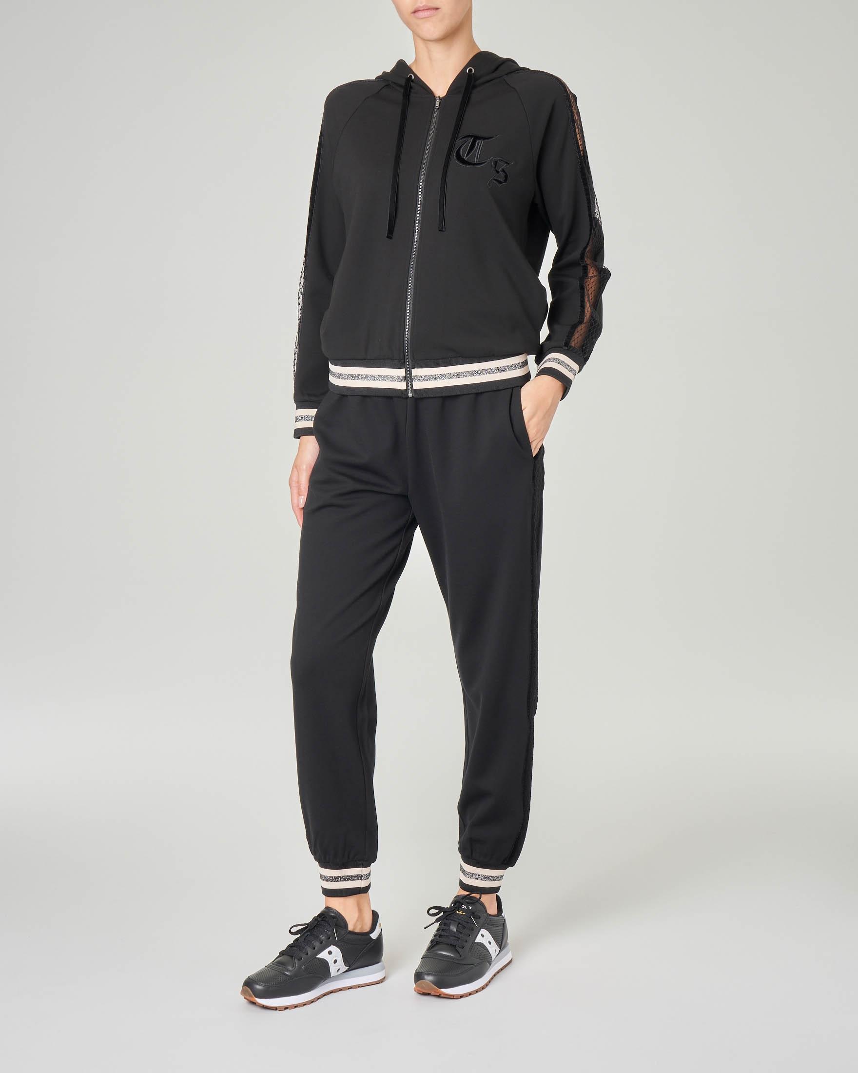 Pantaloni joggers neri in viscosa inserti in rete lungo le gambe