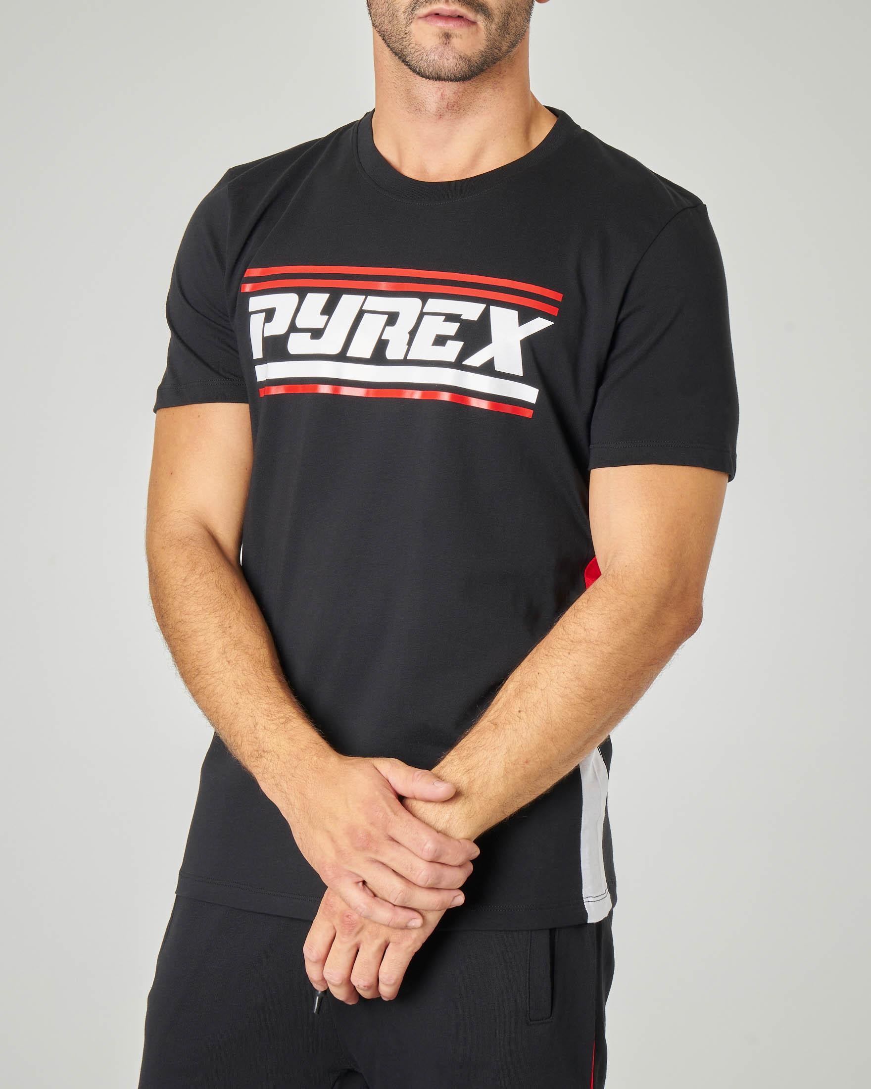 T-shirt nera con logo Pyrex in stile racing