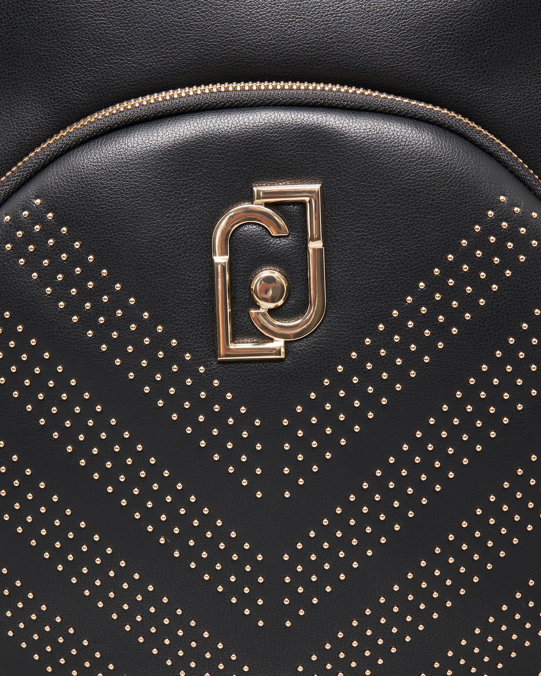 Zaino nero in ecopelle con tasca con disegno obliquo di microborchie