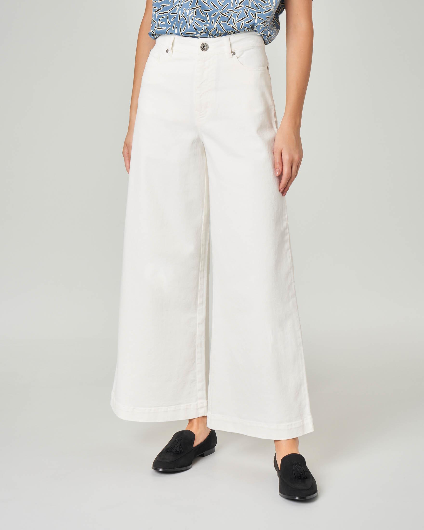 Jeans bianco flare in cotone elasticizzato