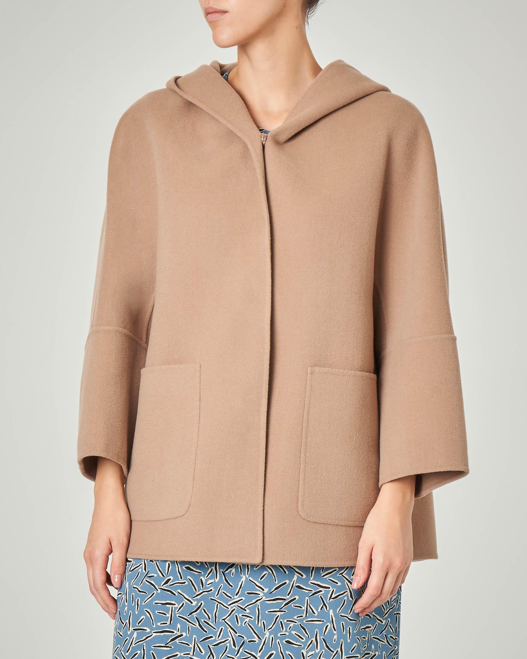 Cappotto corto color cammello in pura lana con cappuccio