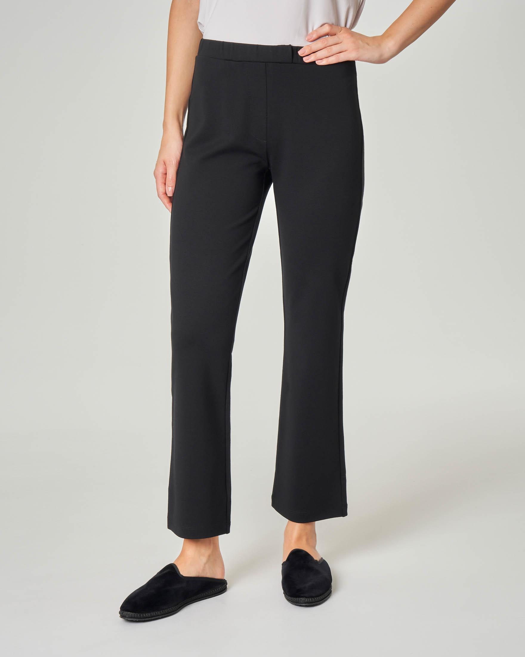 Pantaloni neri a trombetta in tessuto stretch