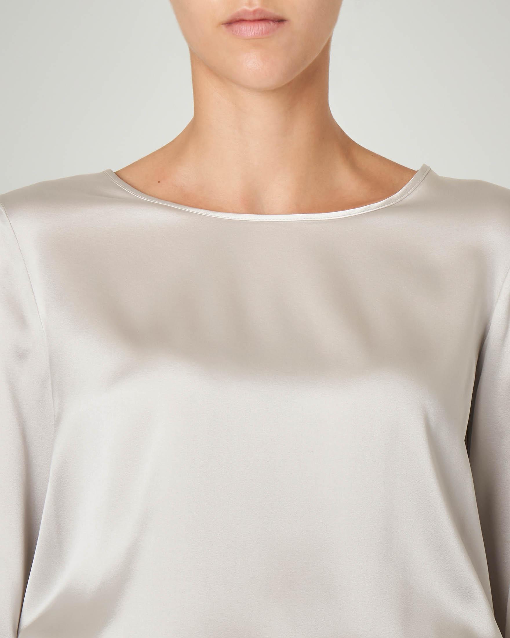 Blusa in crêpe seta color grigio perla a maniche lunghe