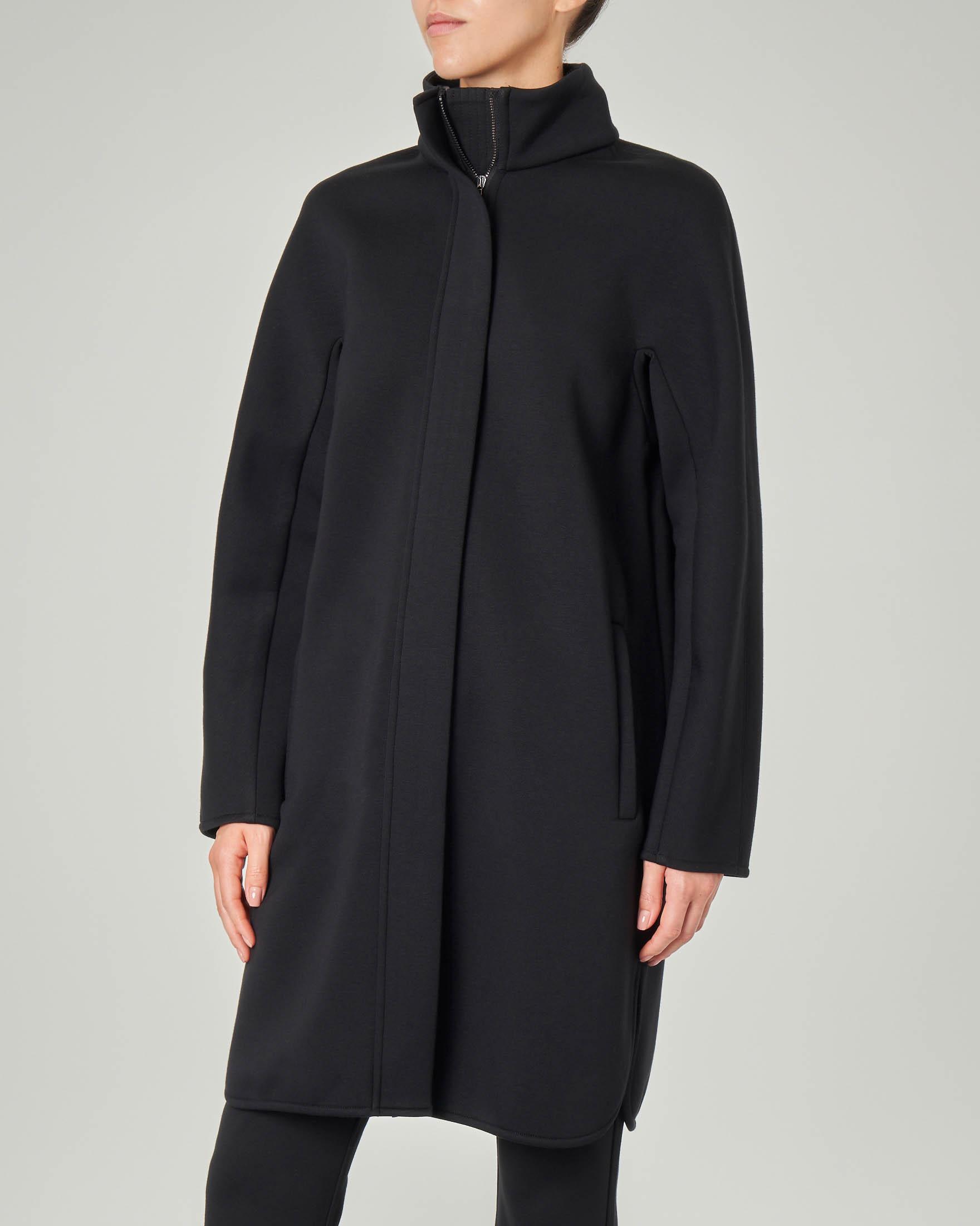 Capottino nero sette ottavi in jersey di viscosa effetto neoprene con collo alto