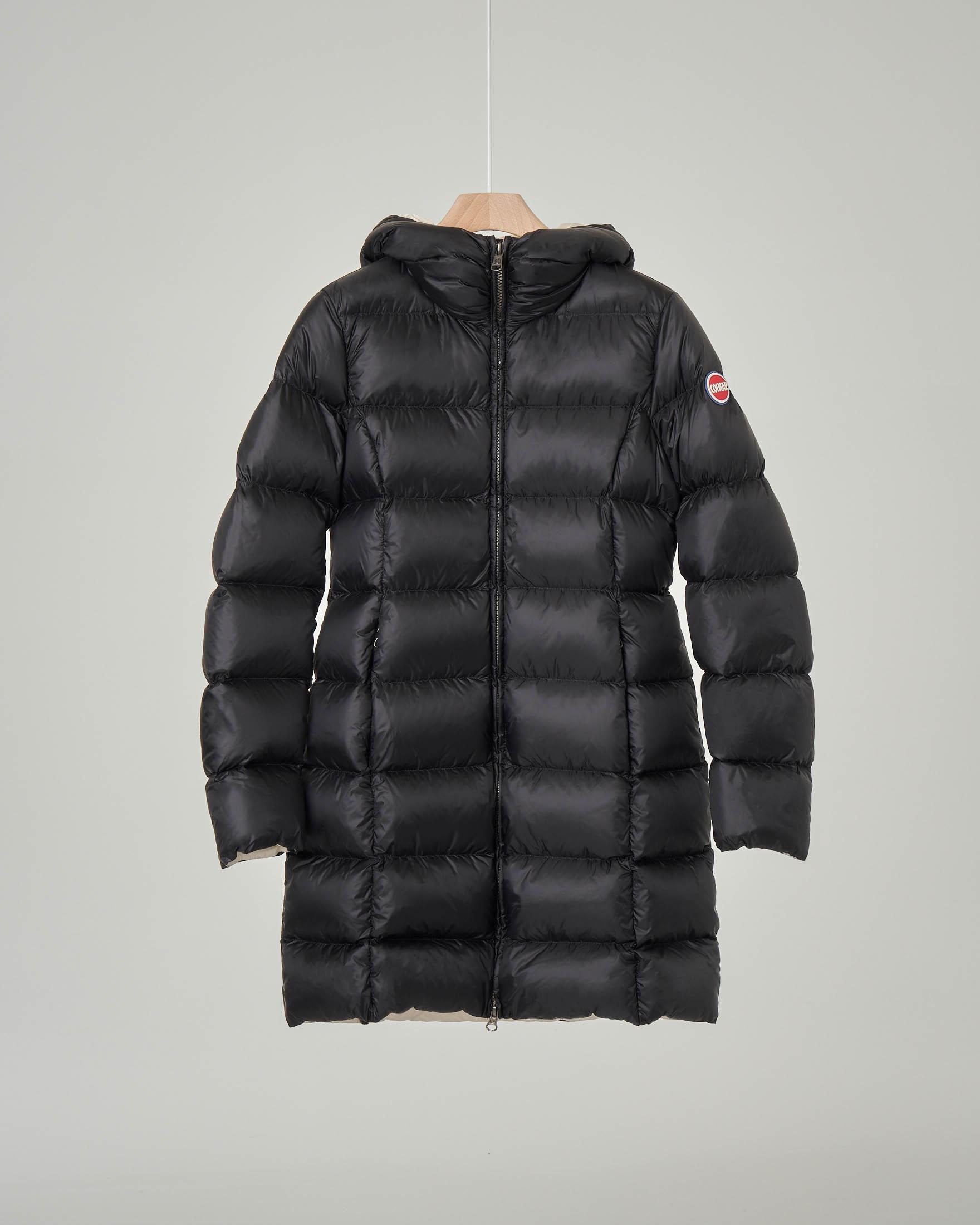 Cappotto nero imbottito in piuma con cappuccio fisso 10 anni