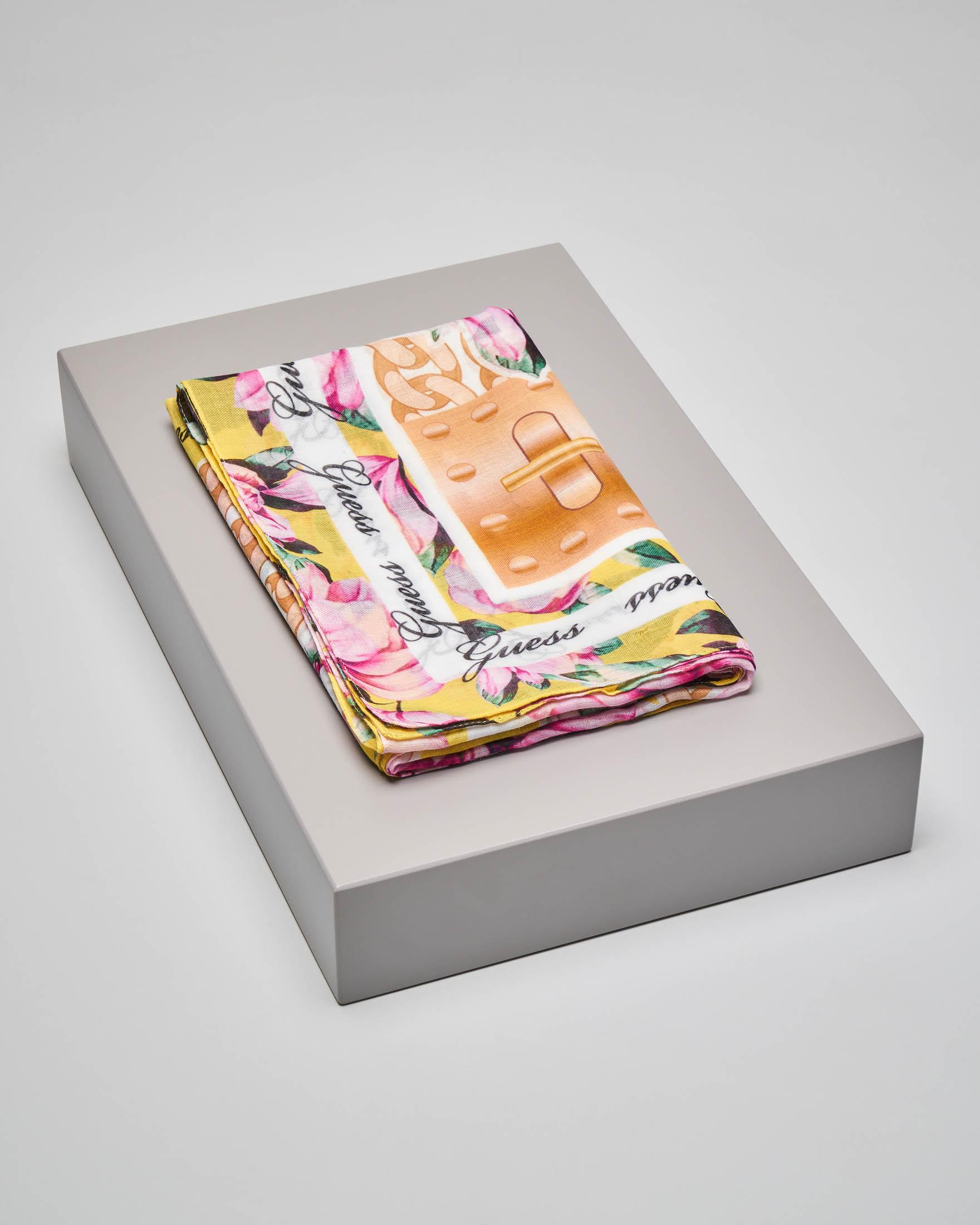 Foulard giallo a stampa fiori rosa con riquadro con logo all over