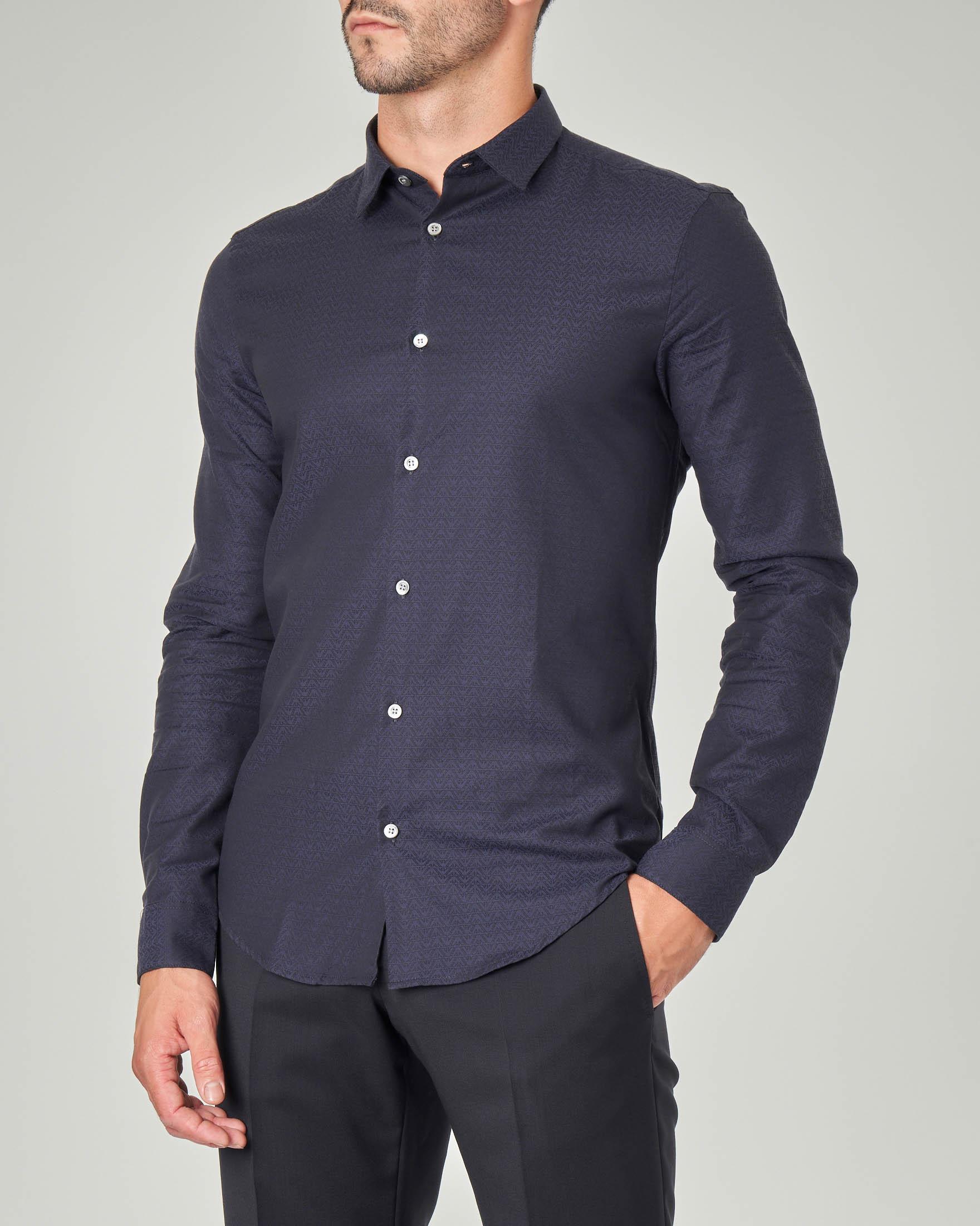 Camicia blu con micro-aquilette stampate all over