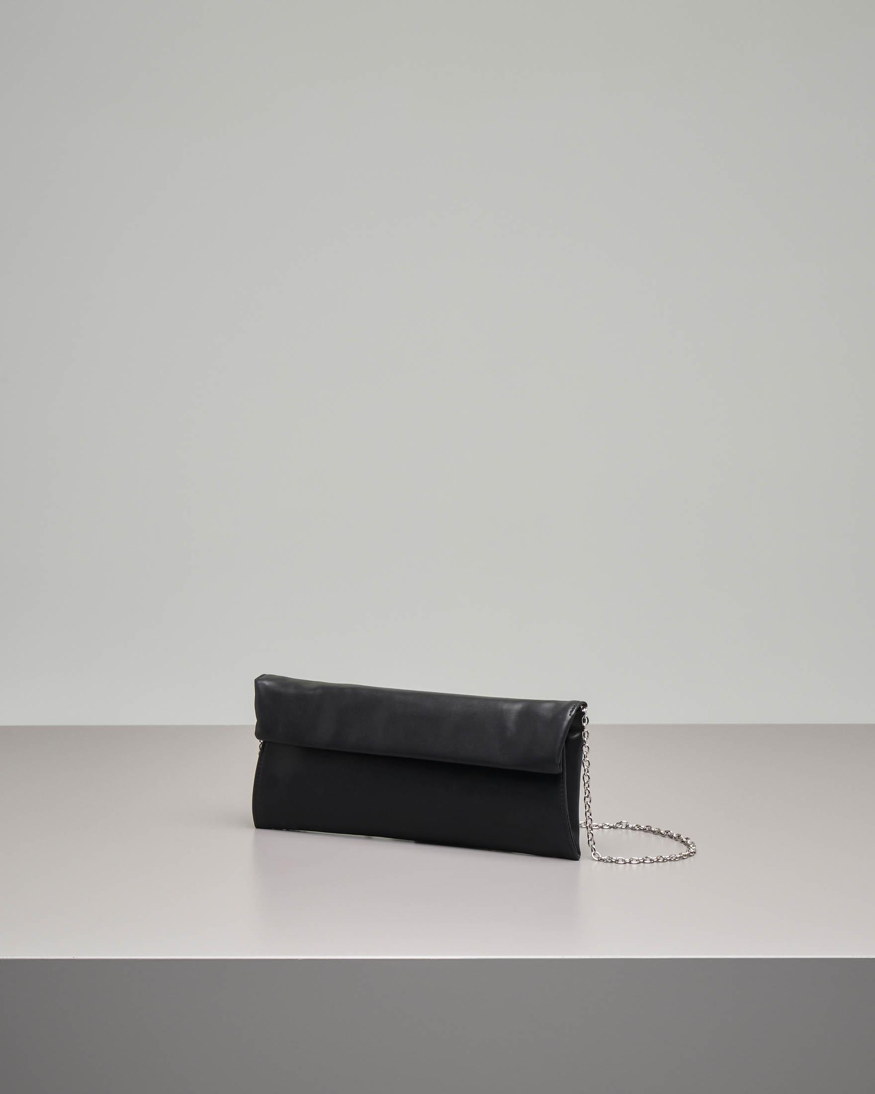 Pochette a busta in ecopelle effetto liscio nera