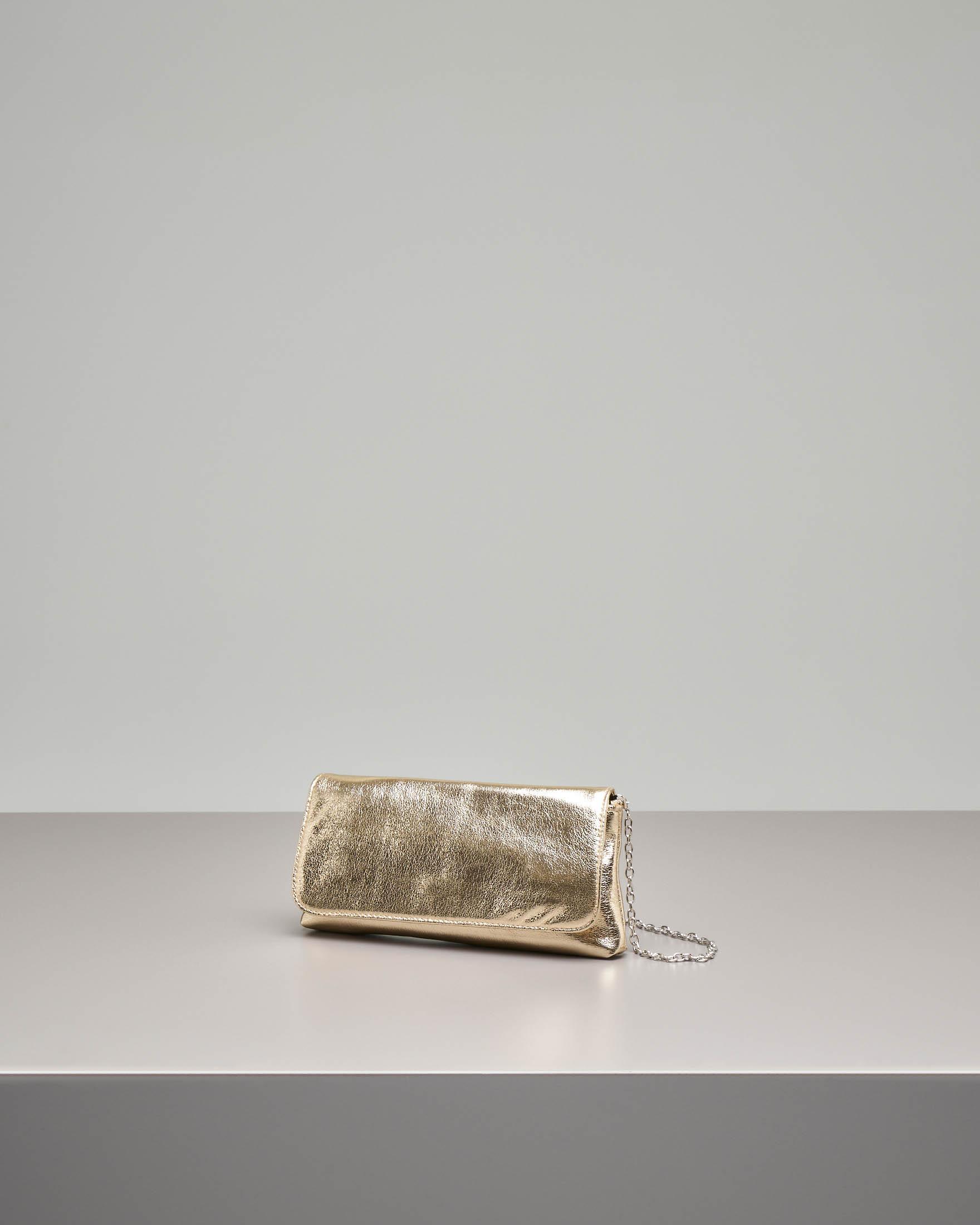 Pochette a busta in ecopelle color oro effetto laminato
