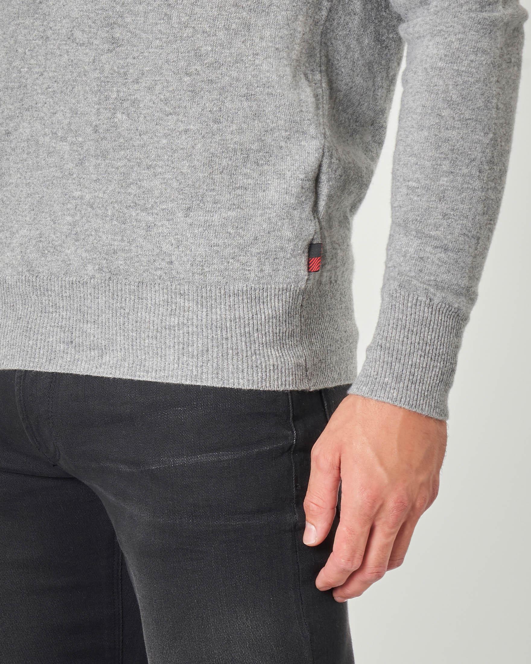 Maglia girocollo grigia in pura lana