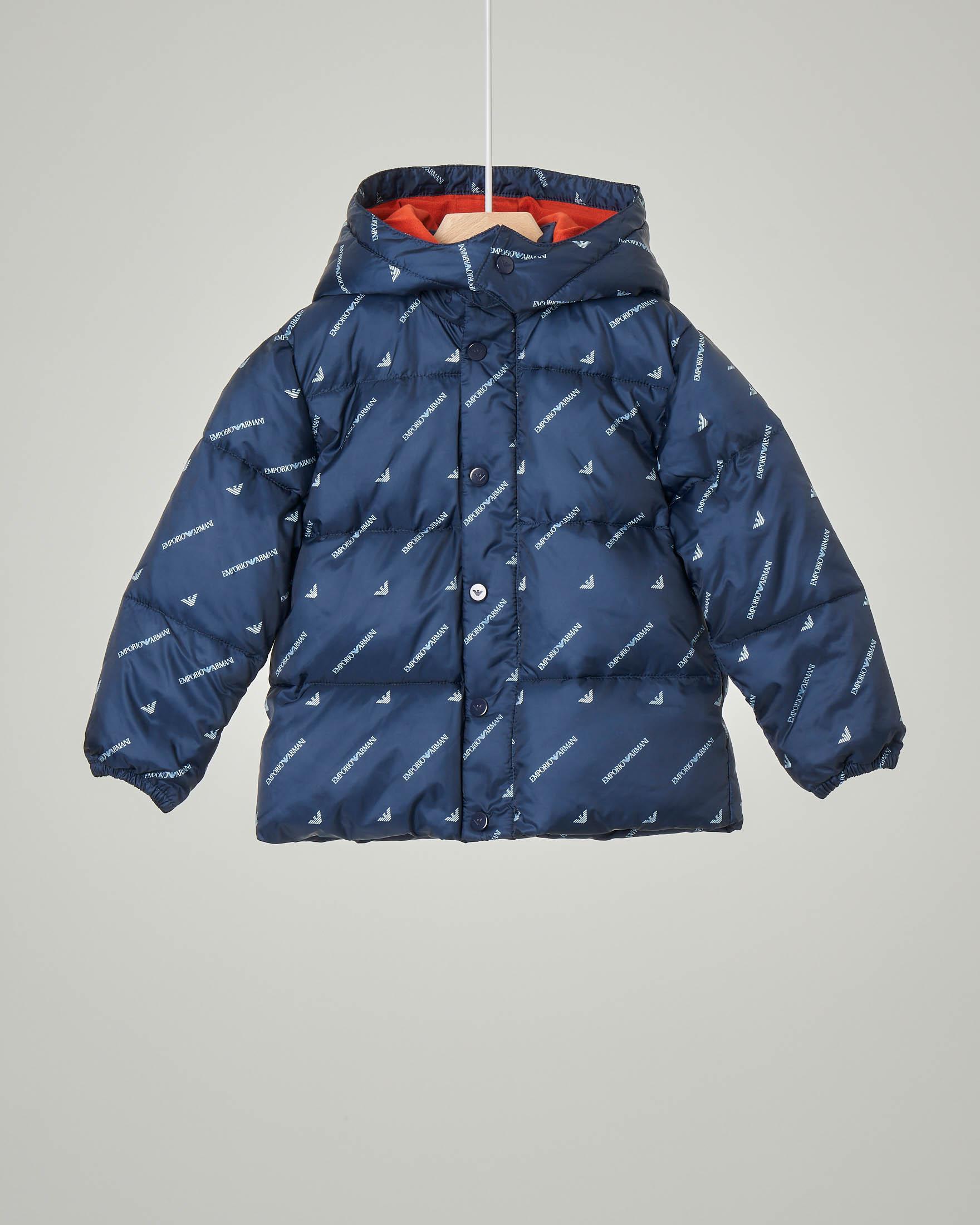Piumino blu con cappuccio staccabile e logo all over 12-36 mesi