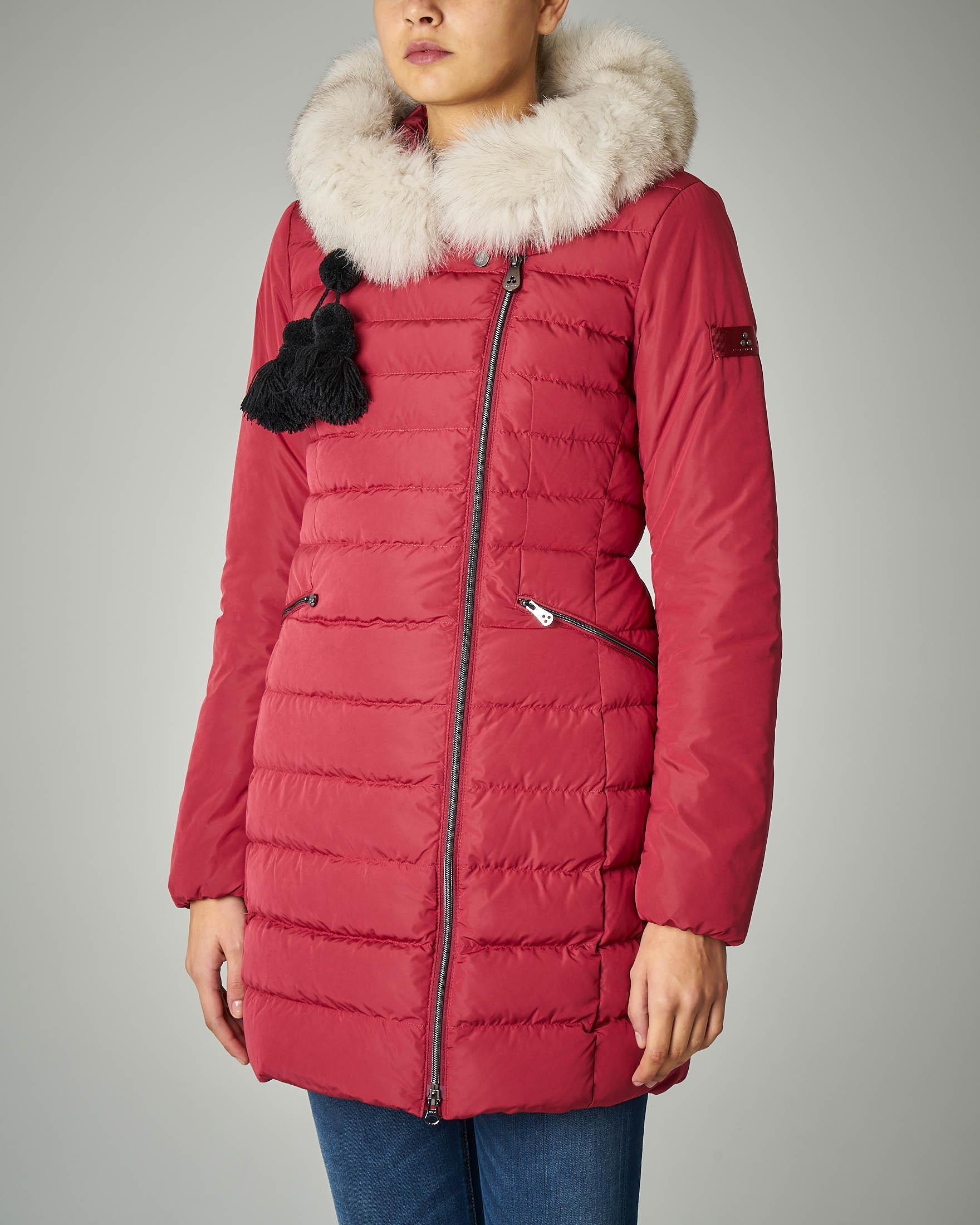 Piumino rosso in tessuto mano pesca con cappuccio con bordo in pelliccia di volpe