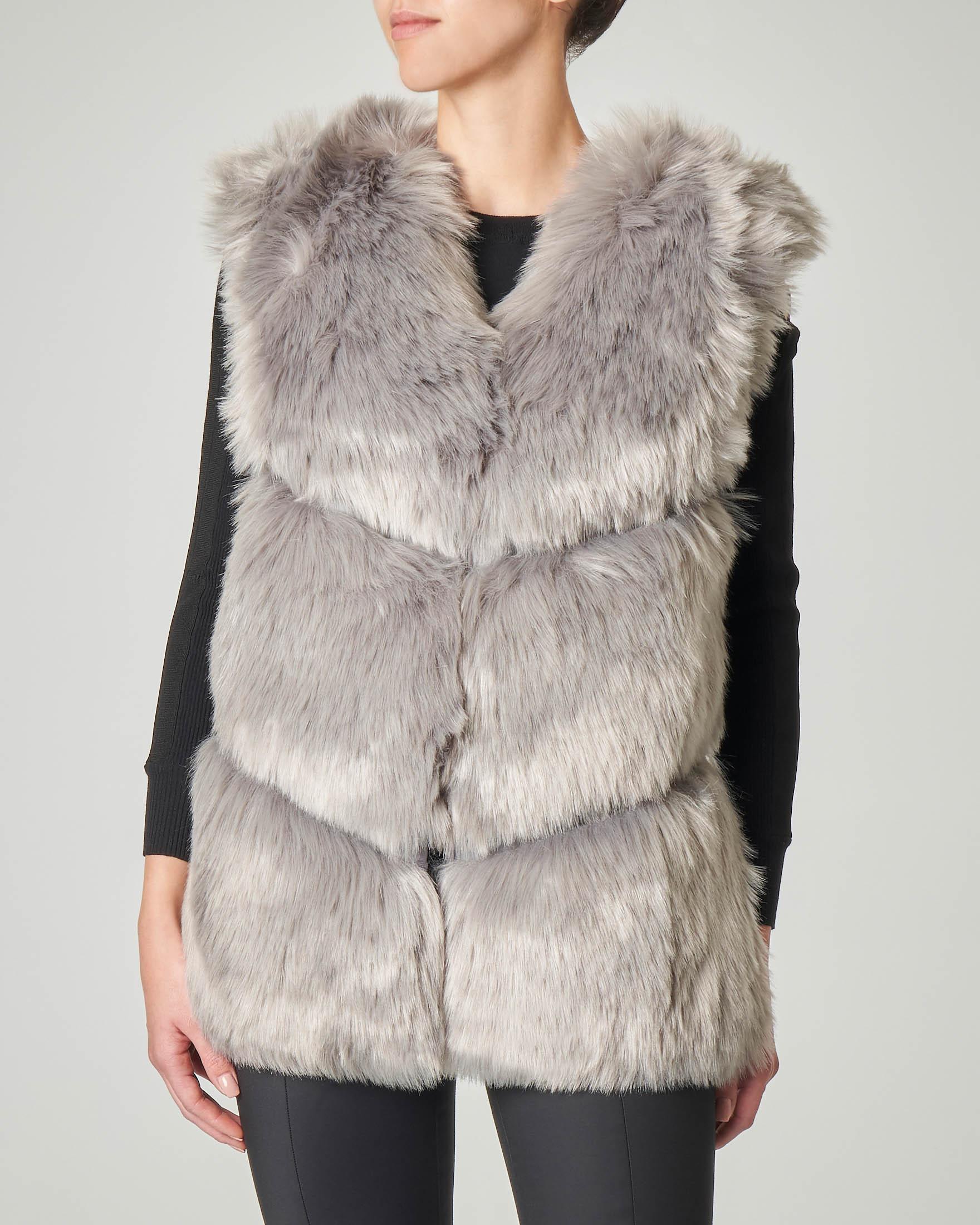 Gilet grigio in ecopelliccia con schiena a lavorazione a maglia