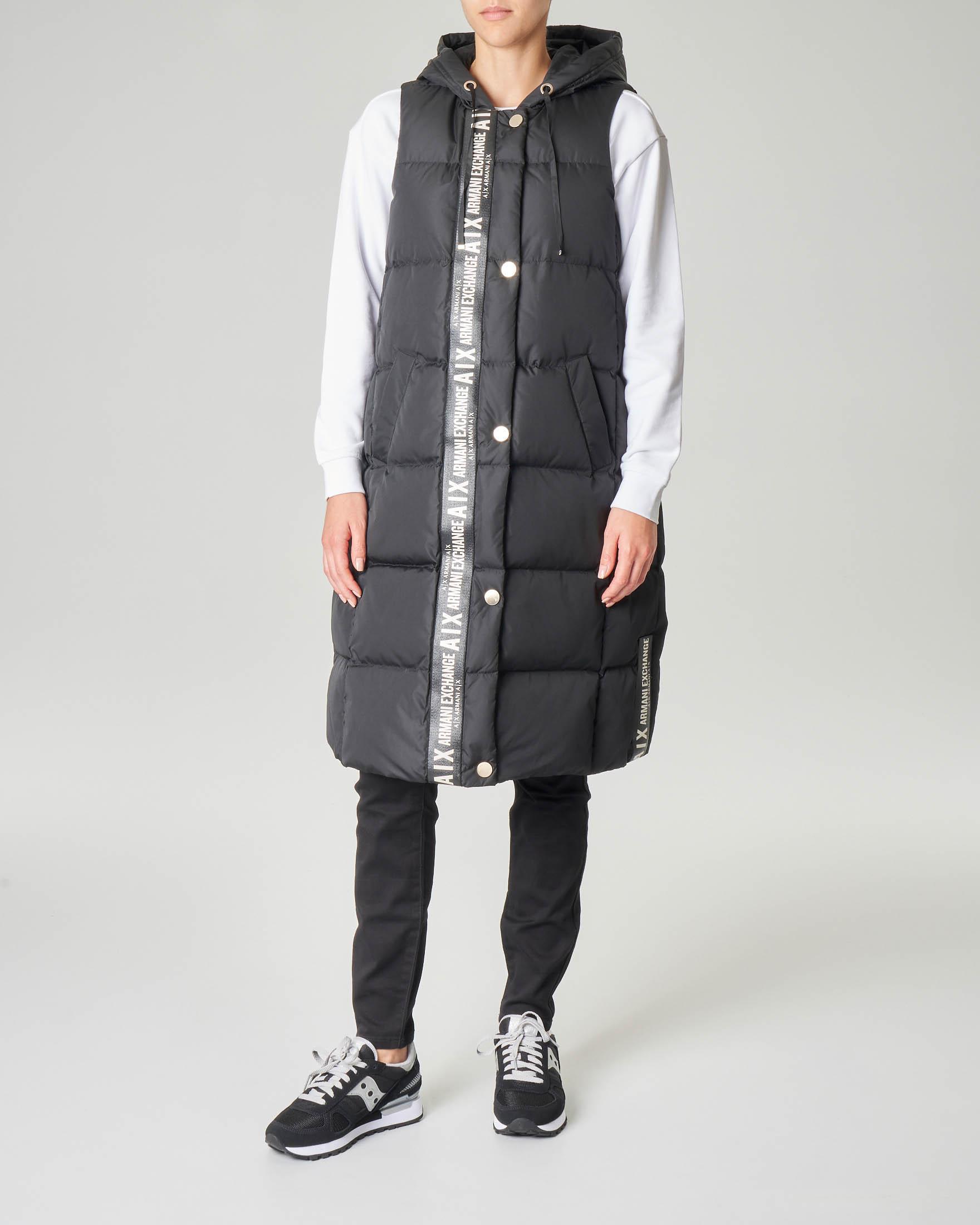 Maxi piumino nero a gilet con cappuccio e banda a contrasto con logo