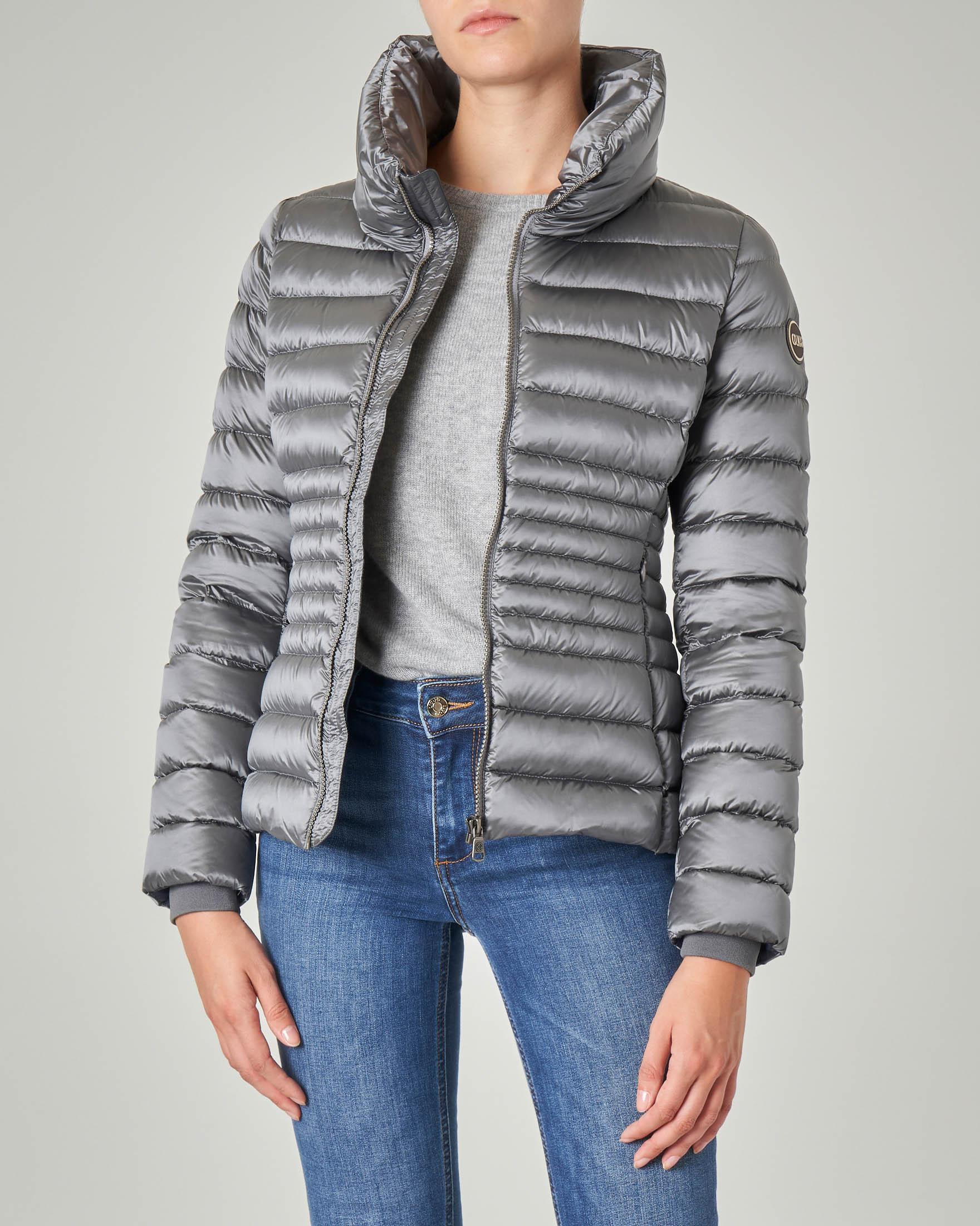 Piumino corto molto sfiancato colore grigio piombo effetto lucido con collo alto | Pellizzari E commerce