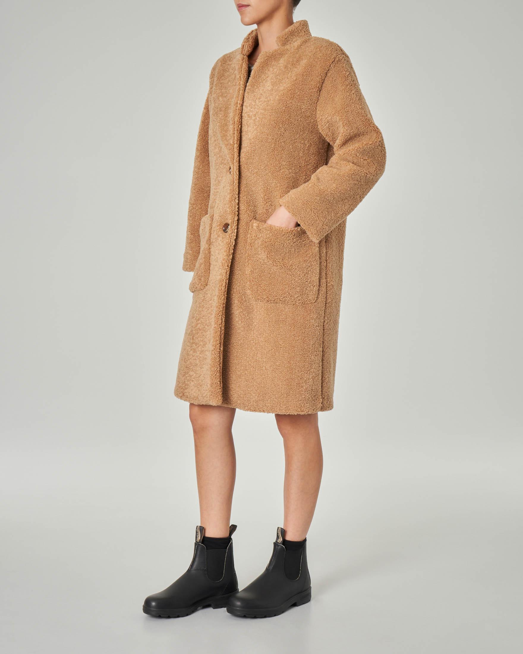 Cappotto teddy color cammello con colletto in piedi