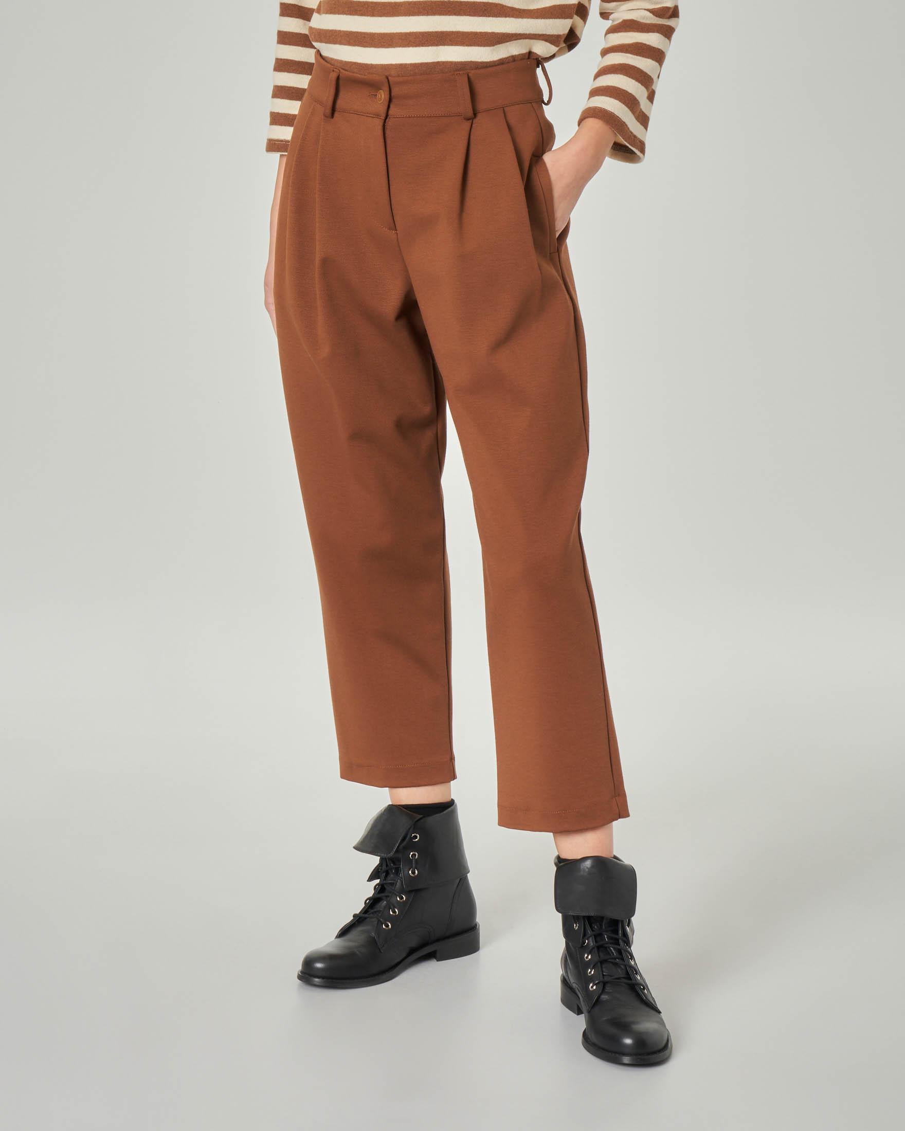 Pantaloni cropped color tabacco in misto viscosa a vita alta con doppia pince