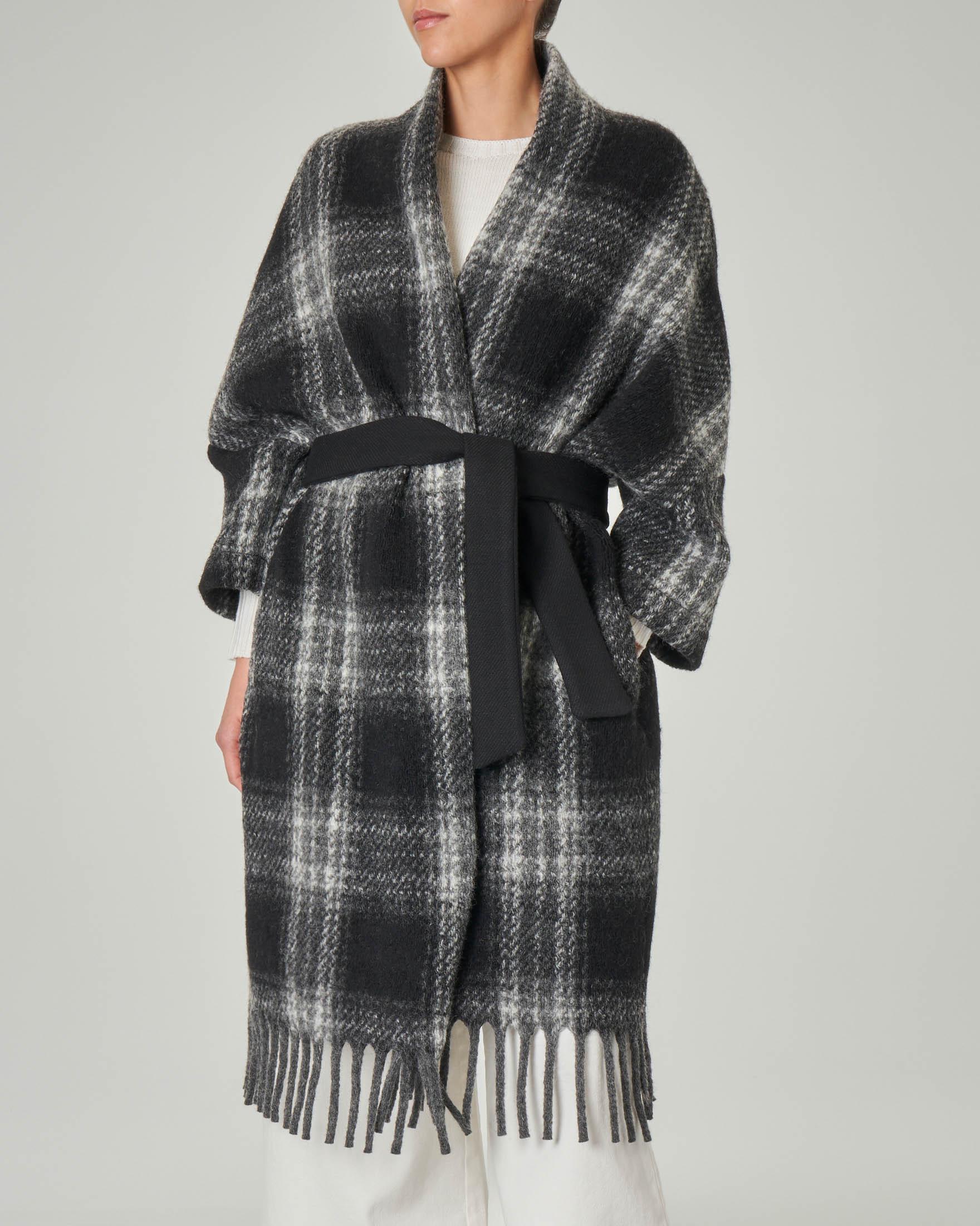 Cappotto in lana con maniche a kimono e frange sul fondo a fantasia check