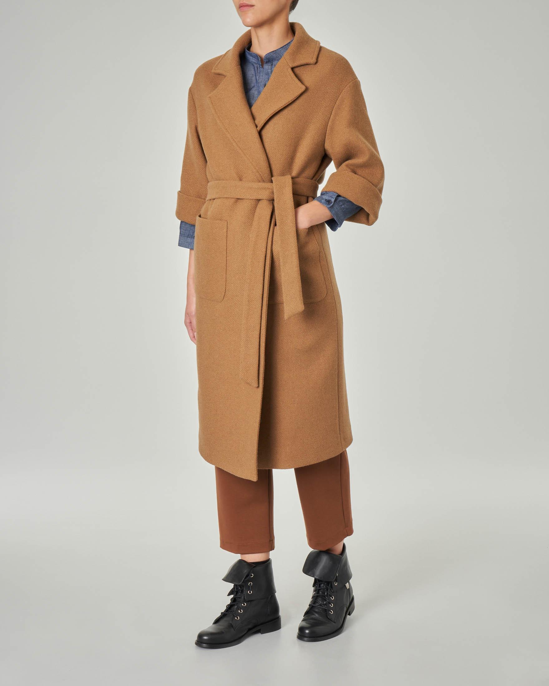 Cappotto color cammello in misto lana con maniche tre quarti con risvolto