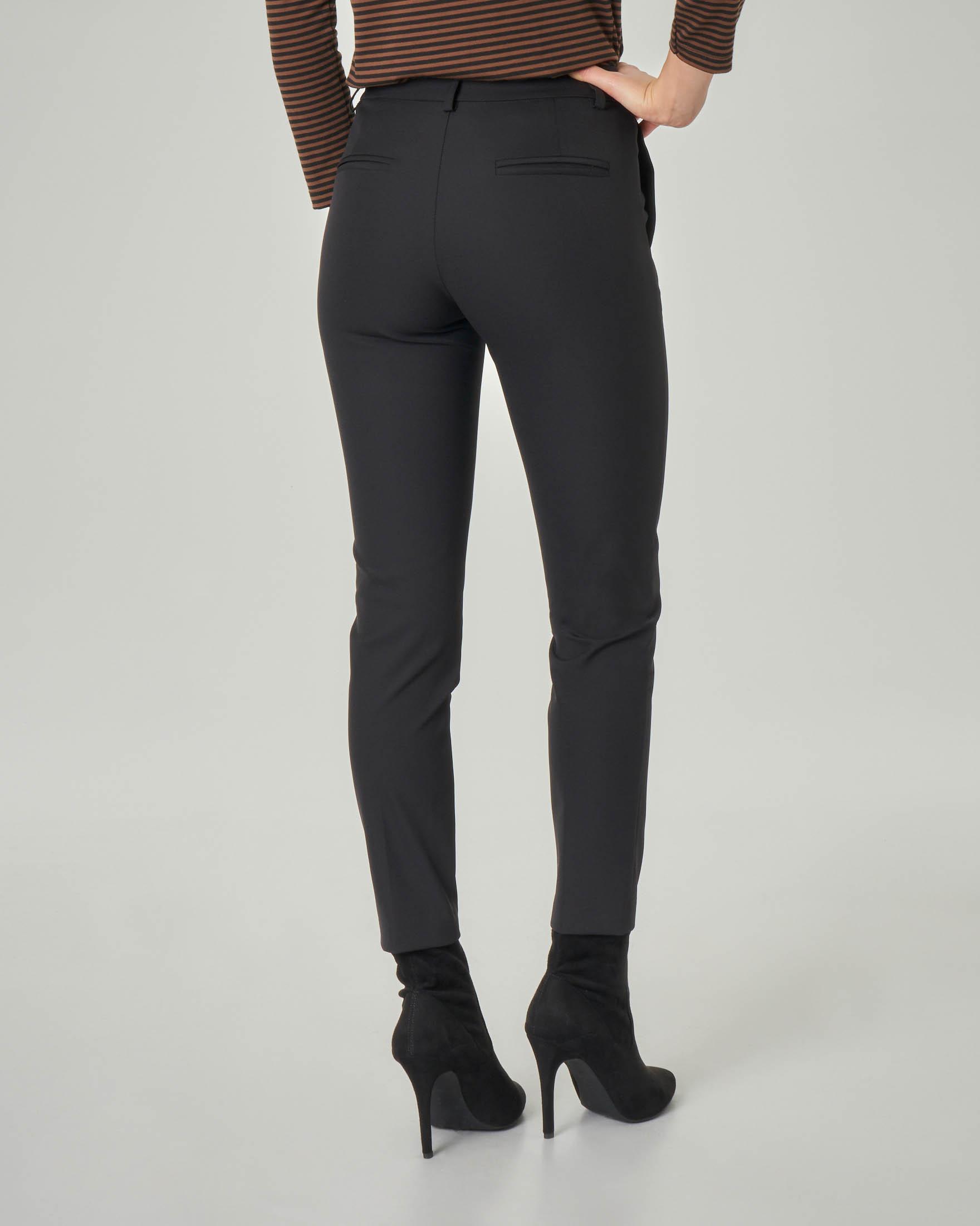Pantalone nero skinny in tessuto stretch