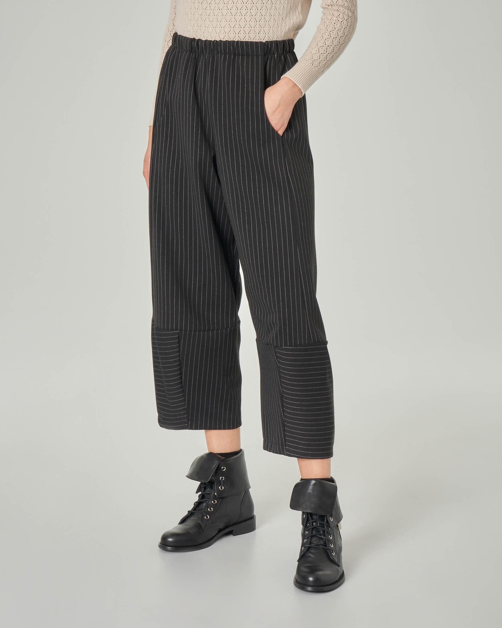 Pantaloni cropped gessati linea ampia con elastico in vita