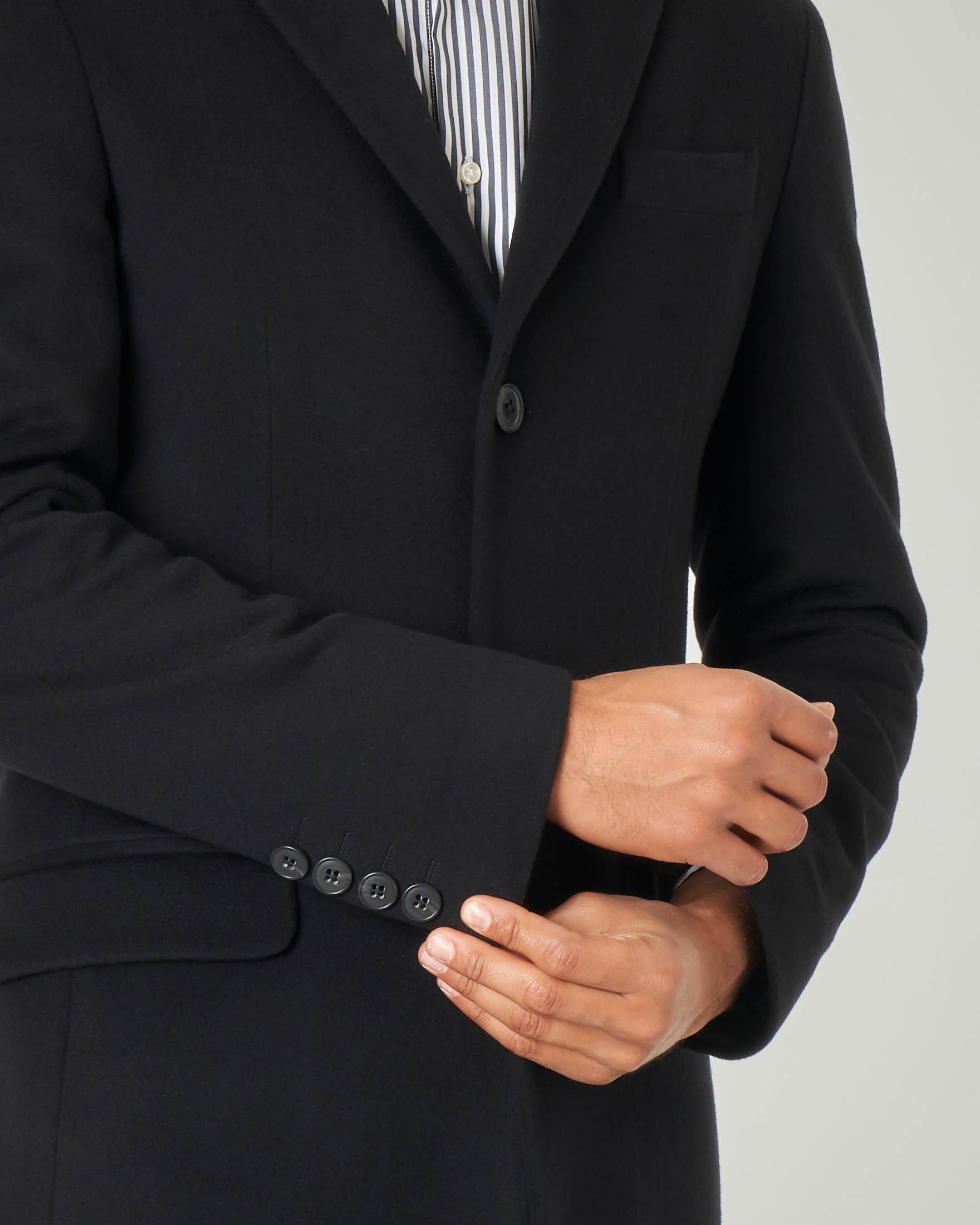 Cappotto nero in lana