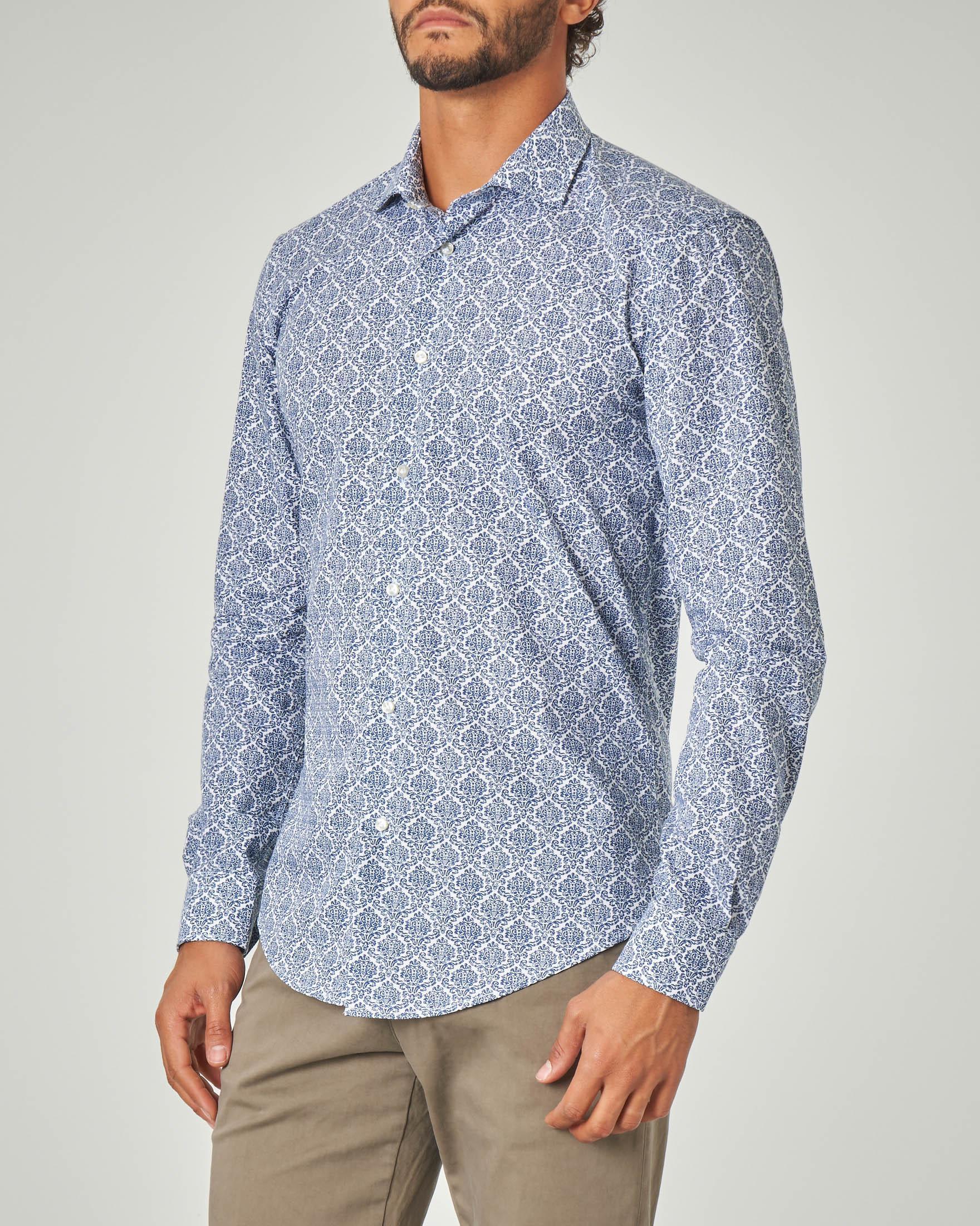 Camicia blu in fantasia stampata