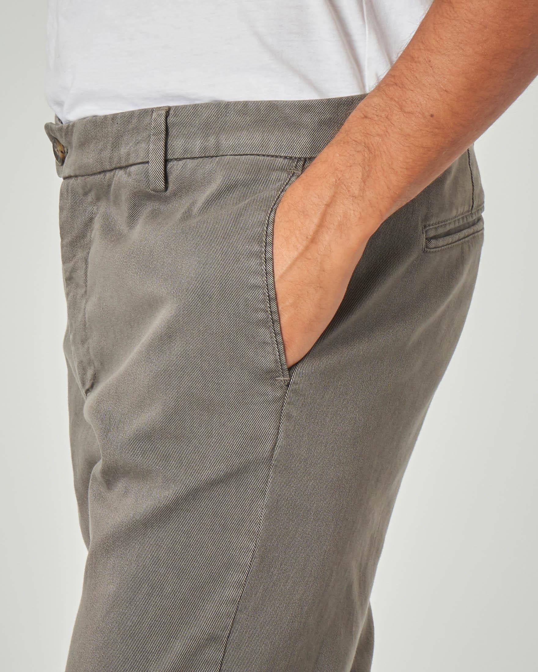 Pantalone chino color tortora in drill di cotone