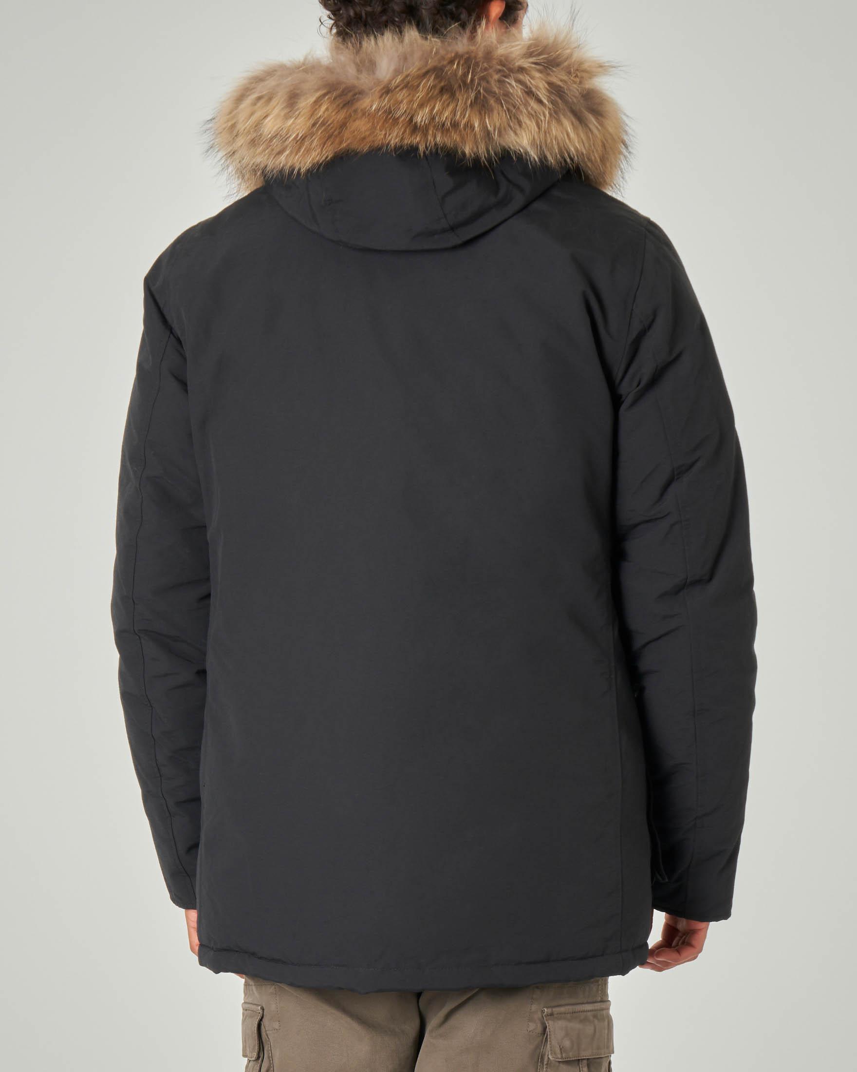 Parka nero con cappuccio e vera pelliccia