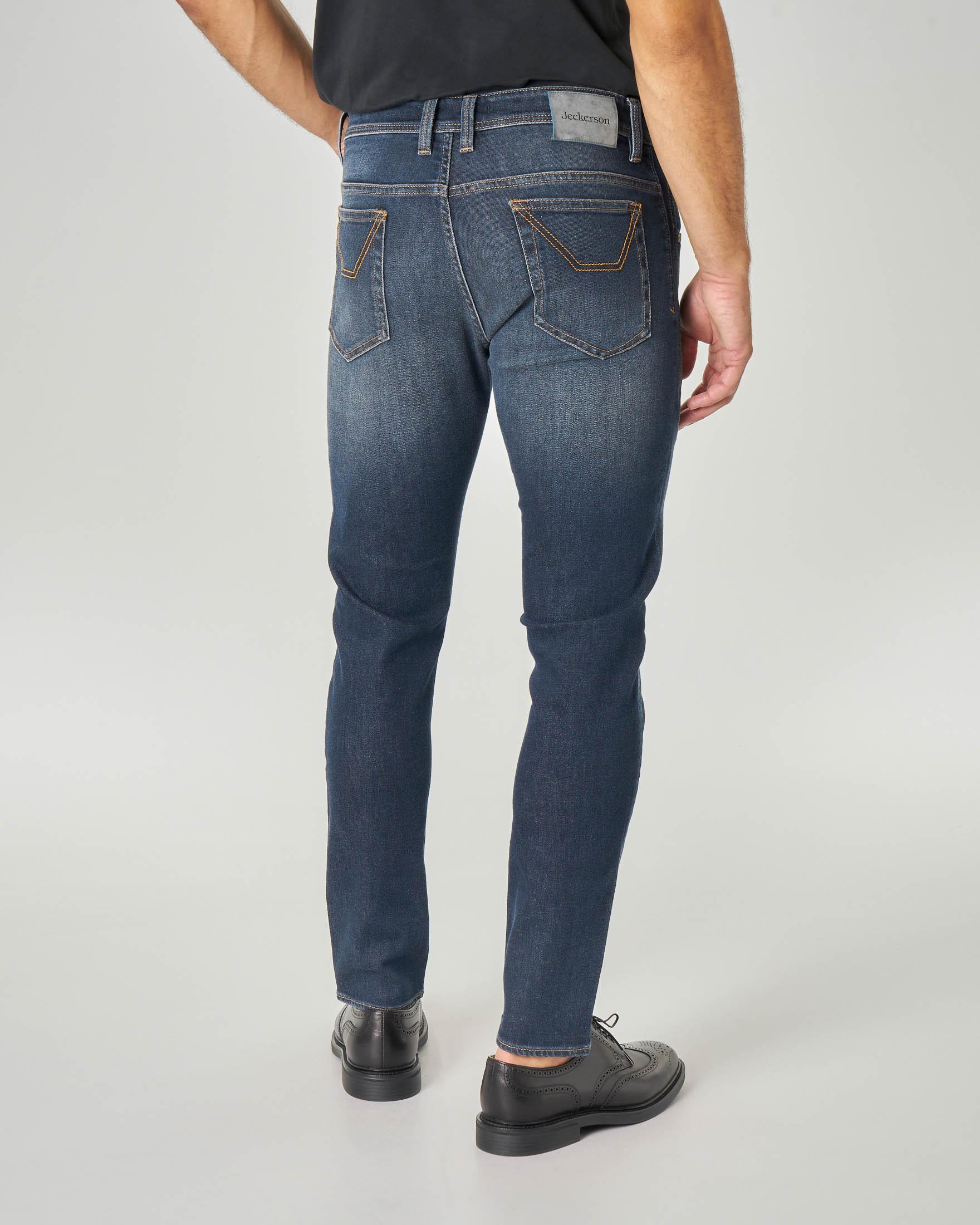 Jeans PA104 con nuova toppa piccola lavaggio blu scuro