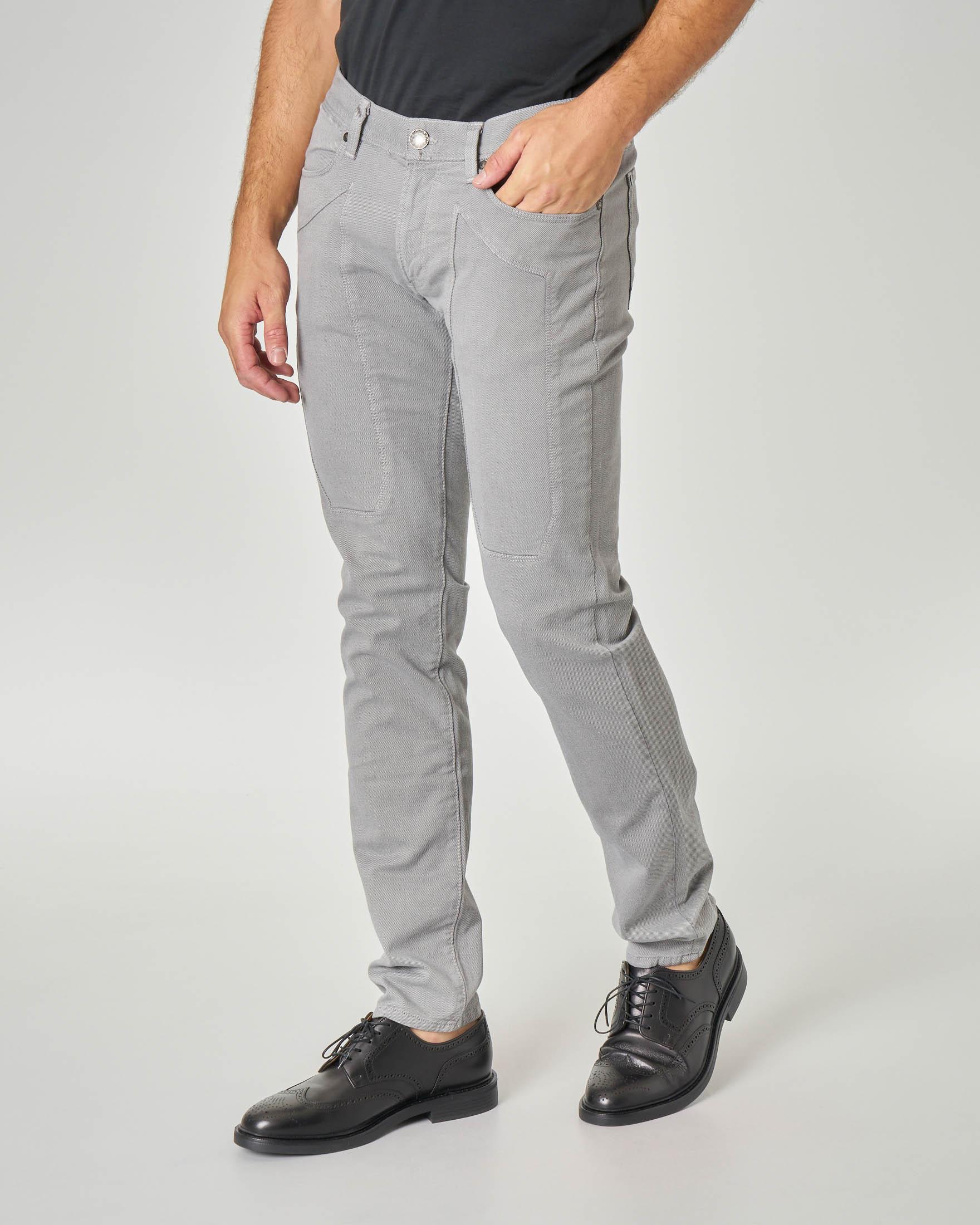 Pantalone cinque tasche grigio in tricotina con toppa