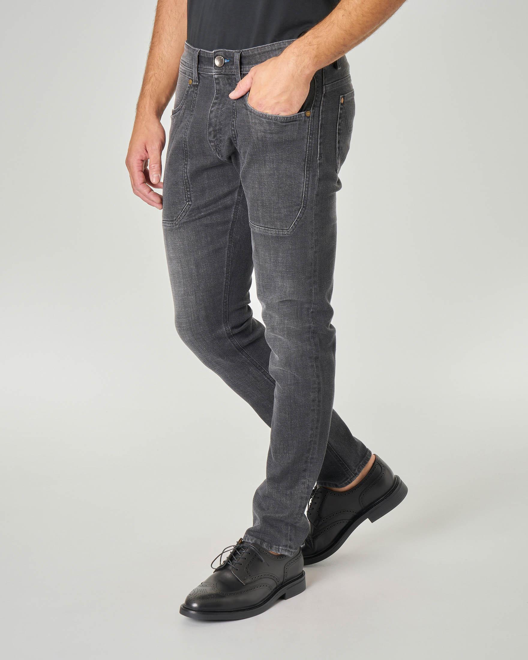 Jeans PA104 con nuova toppa piccola lavaggio grigio
