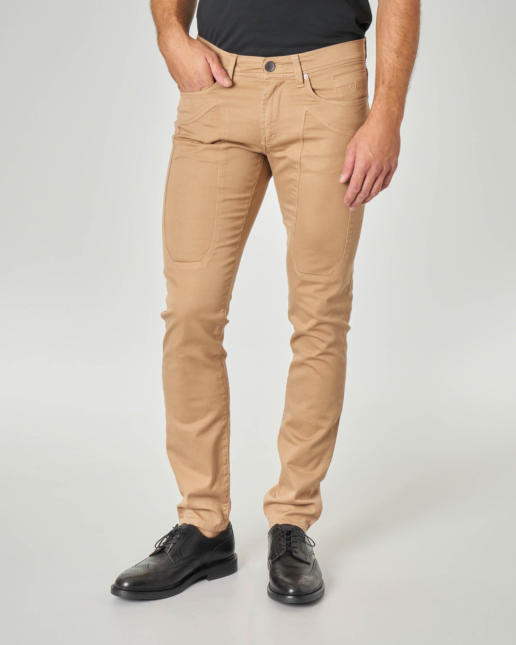 Pantalone cinque tasche beige in gabardina con toppa
