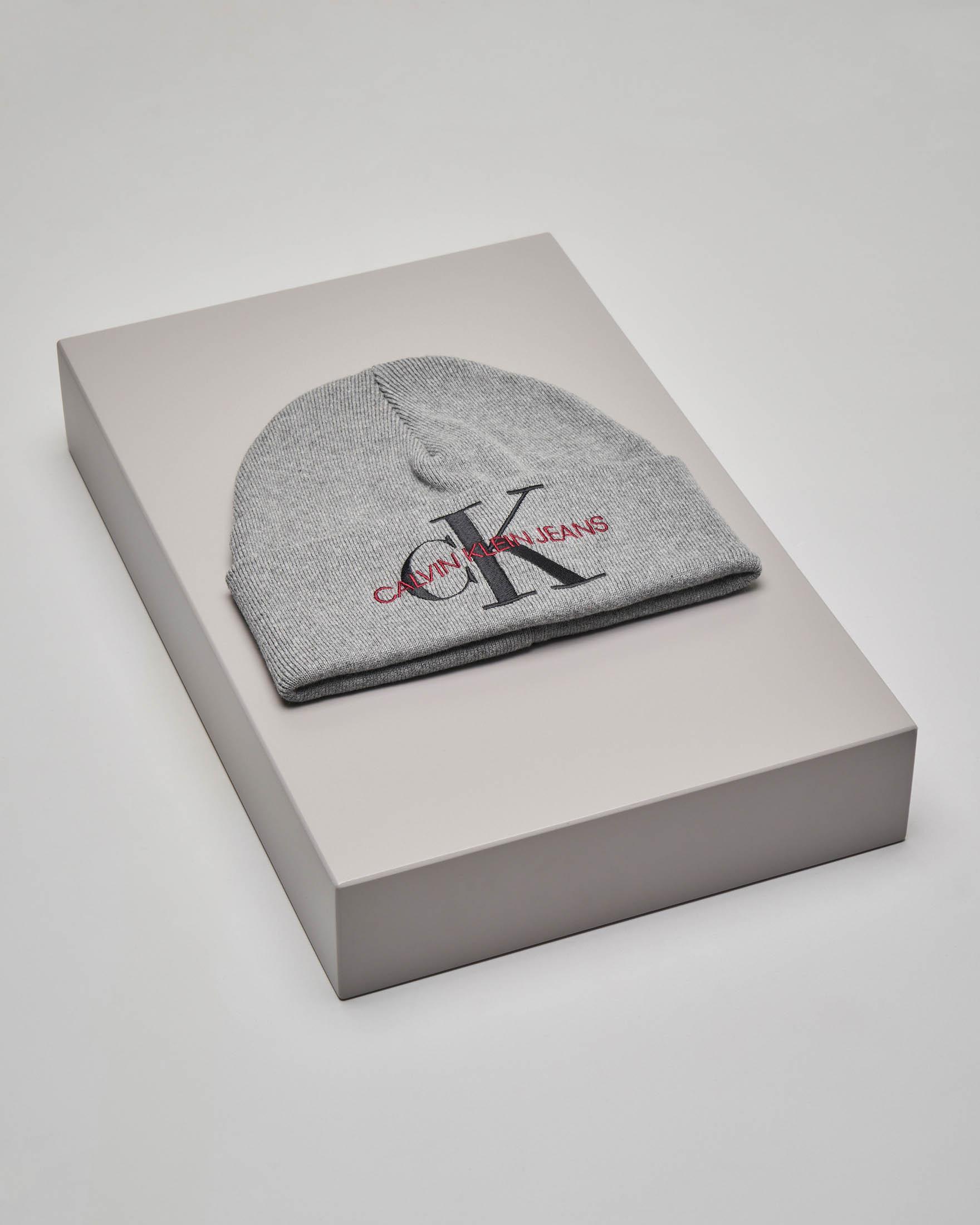 Berretto in cotone grigio con scritta logo a contrasto