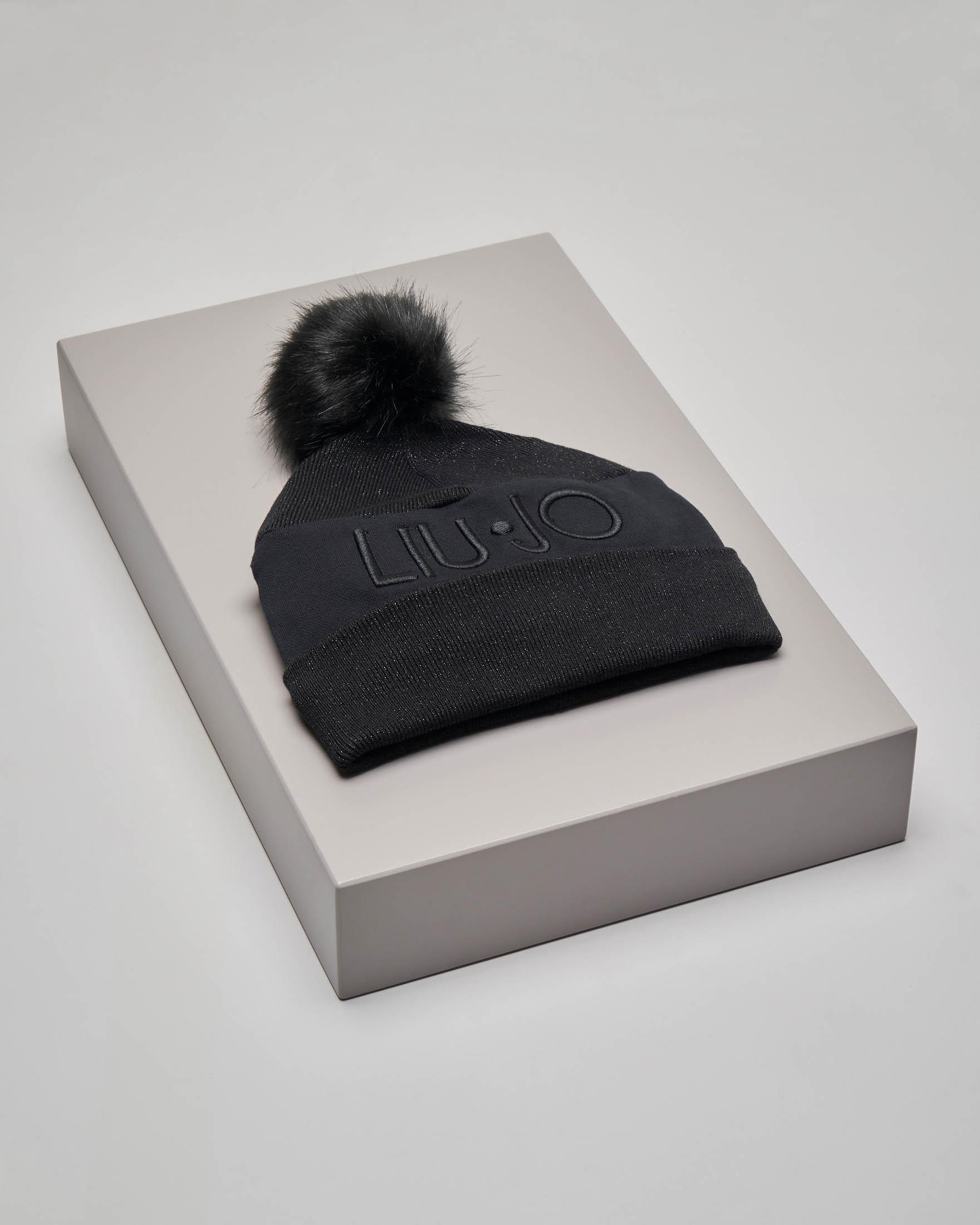 Berretto nero in cotone con pon pon e scritta logo