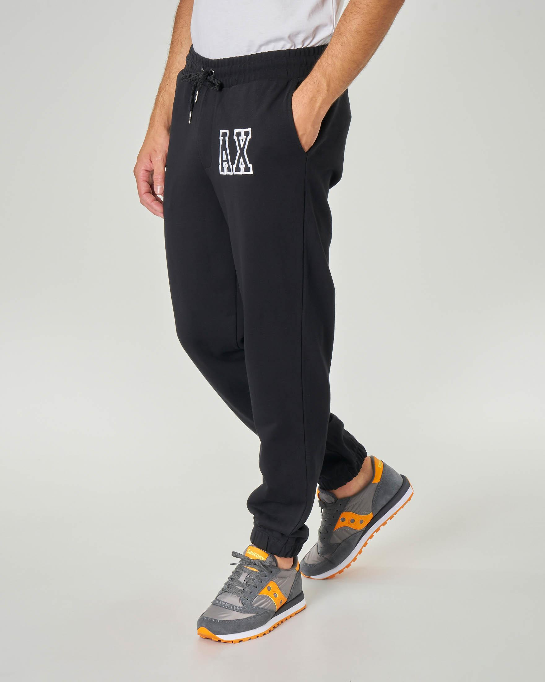 Pantalone nero in felpa con logo patch AX