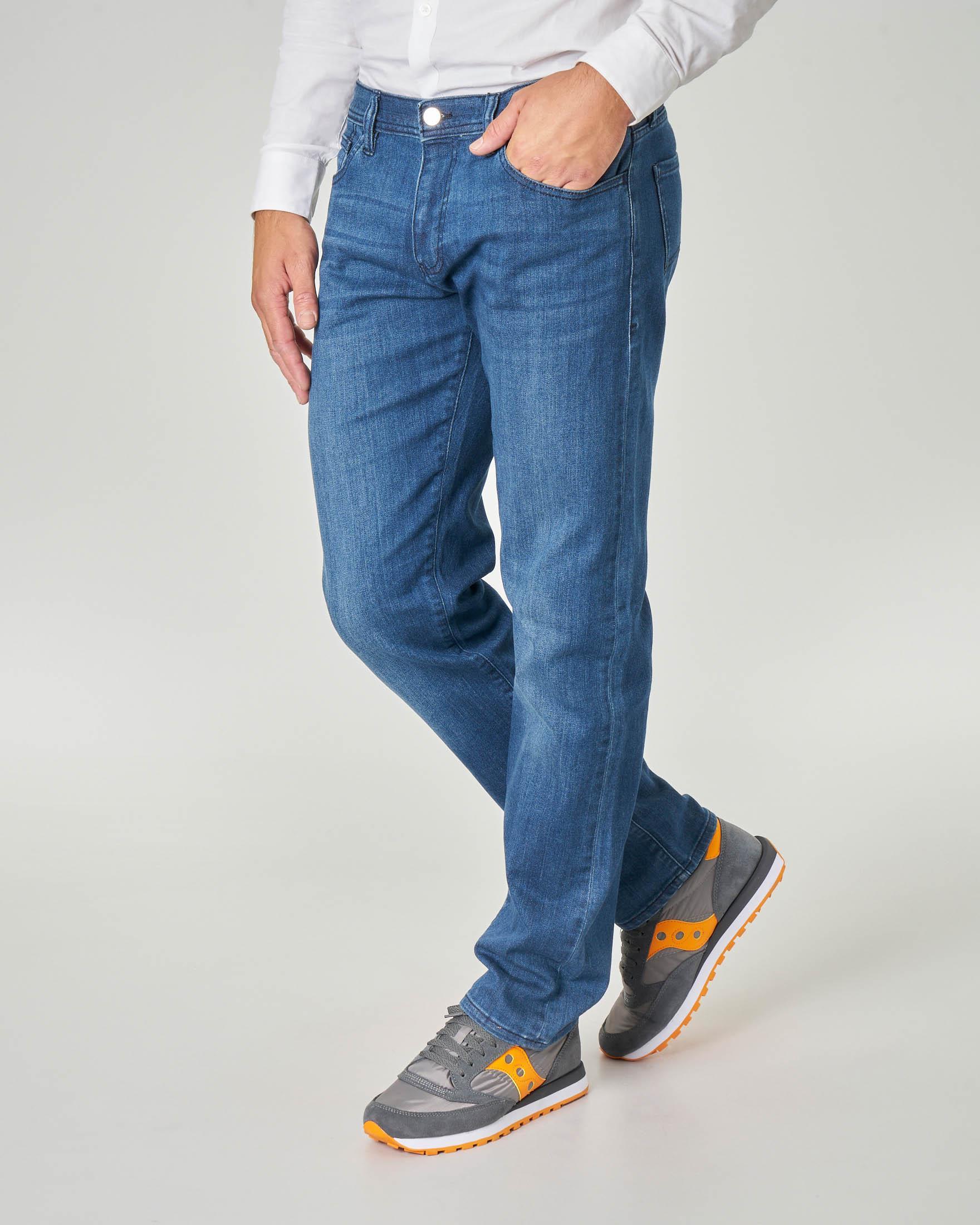 Jeans J16 lavaggio stone wash con baffature in cotone stretch