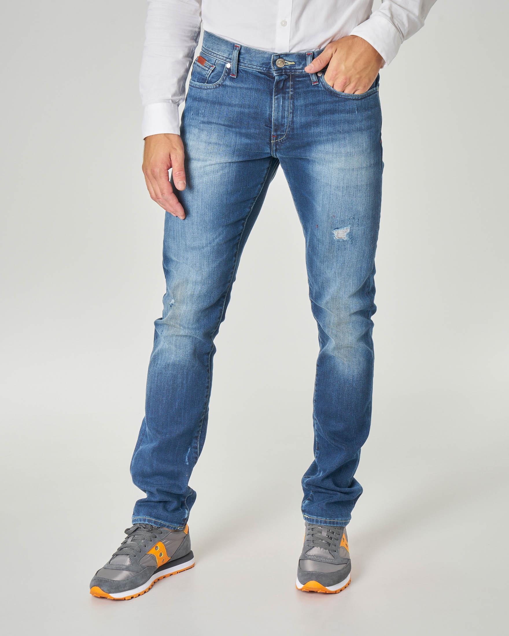Jeans J13 lavaggio stone wash con abrasioni in cotone stretch