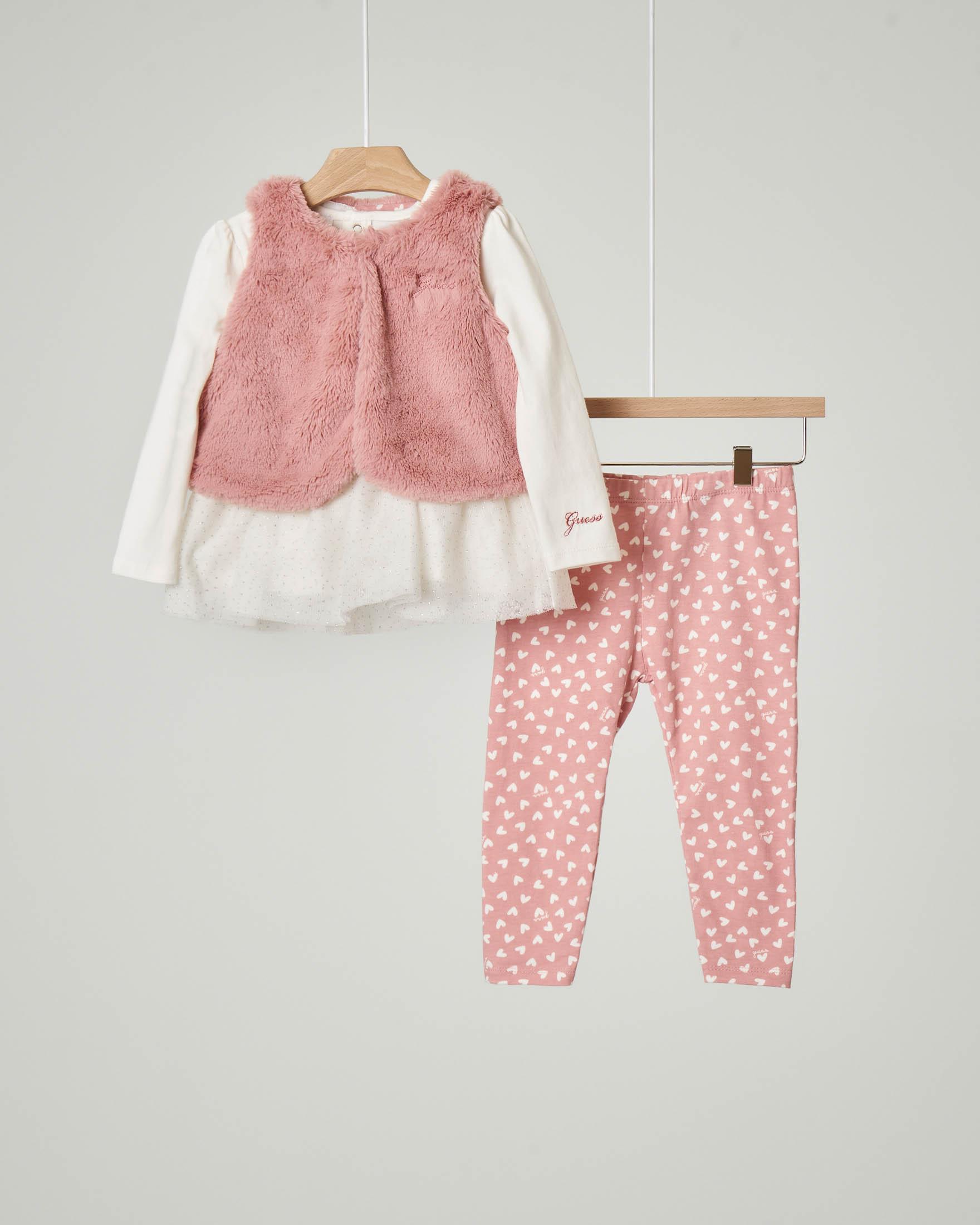 Completo maglia bianca con volant in tulle e pantalone rosa con stampa a cuoricini e gilet rosa in ecopelliccia abbinato 9-24 mesi